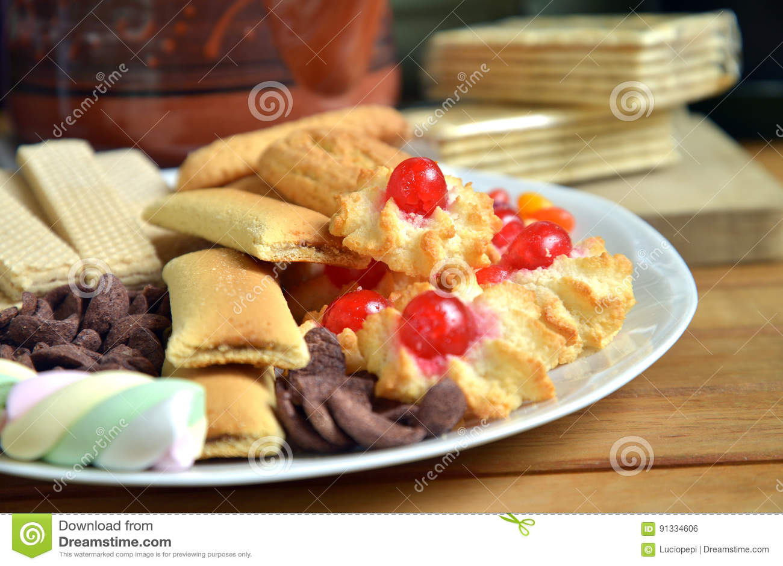 Heb thuis ontbijt met thee en koekjes