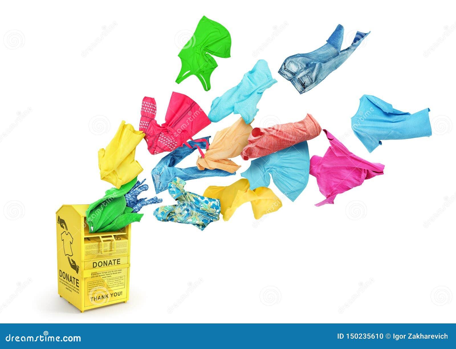 Heel wat kleurrijke kleren vliegen in een grote gele geïsoleerde schenkingsdoos