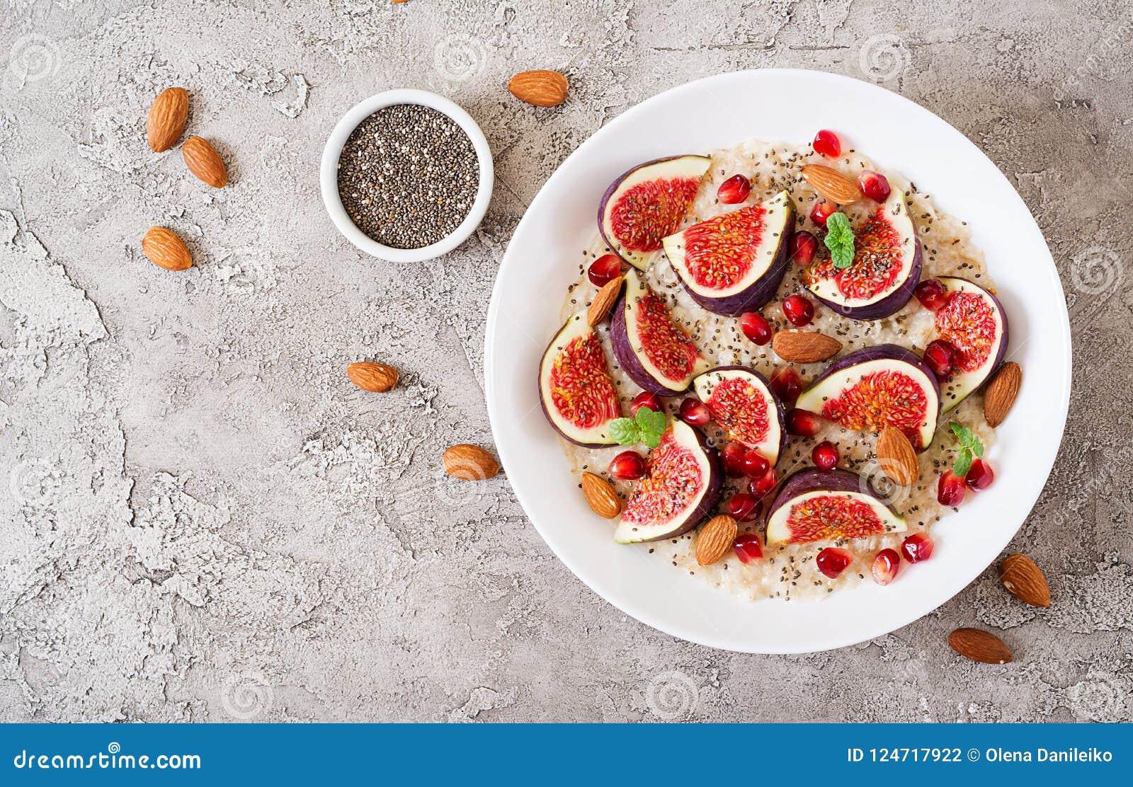 Heerlijk en gezond havermeel met fig., amandel en chiazaden