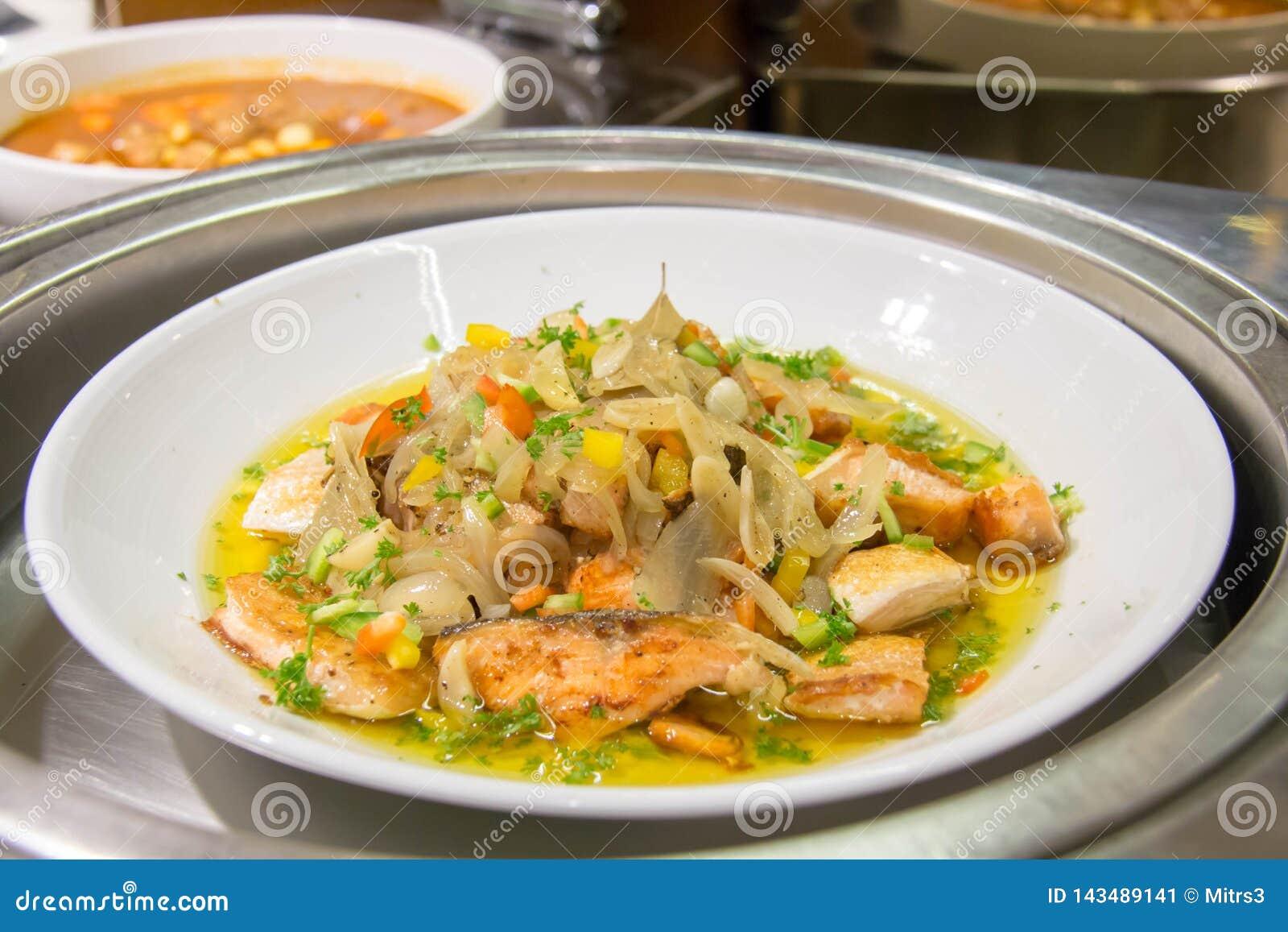 Heerlijk gekookt voor zalm gastronomisch in restaurant