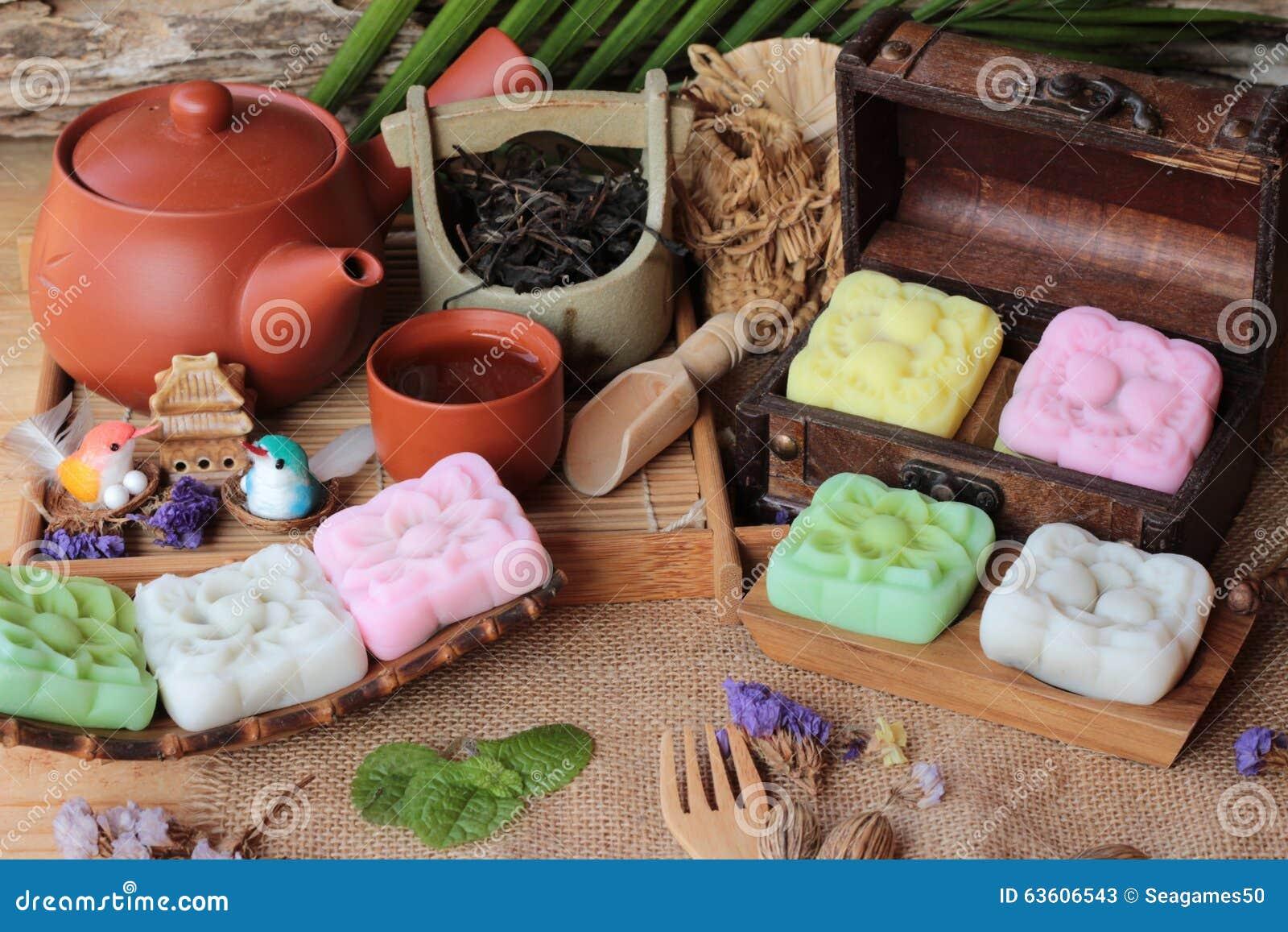 Heerlijk Mochi Japans dessert en hete thee