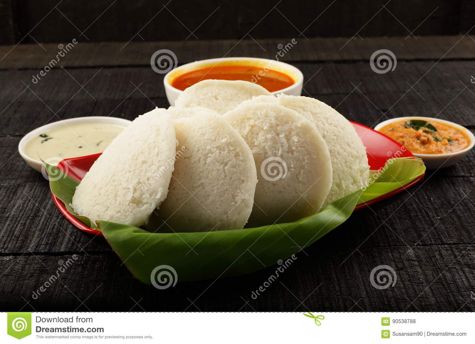 Heerlijk nutteloos gediend met sambar in banaanblad
