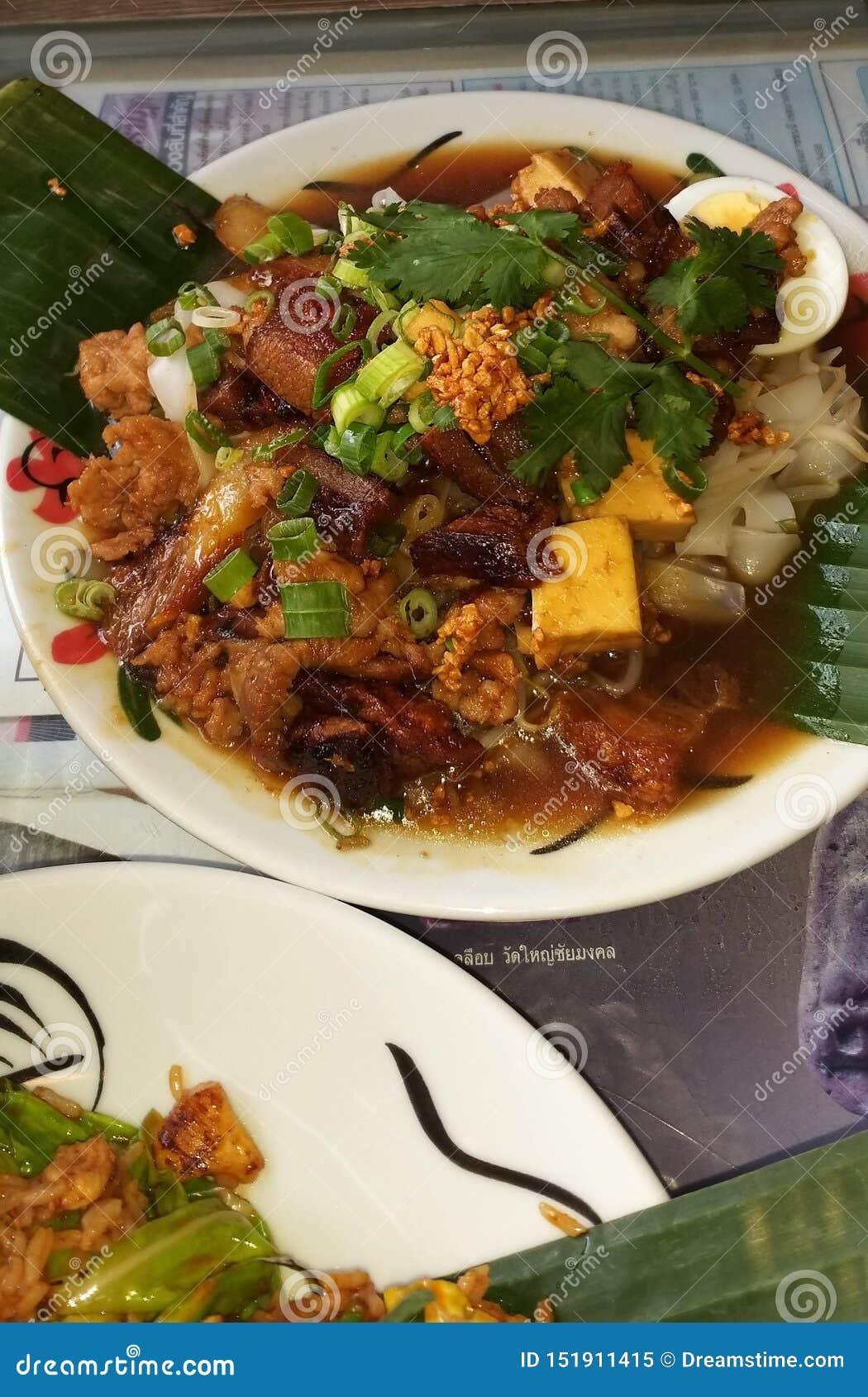 Heerlijk Thais voedsel zoals een mooi beeld