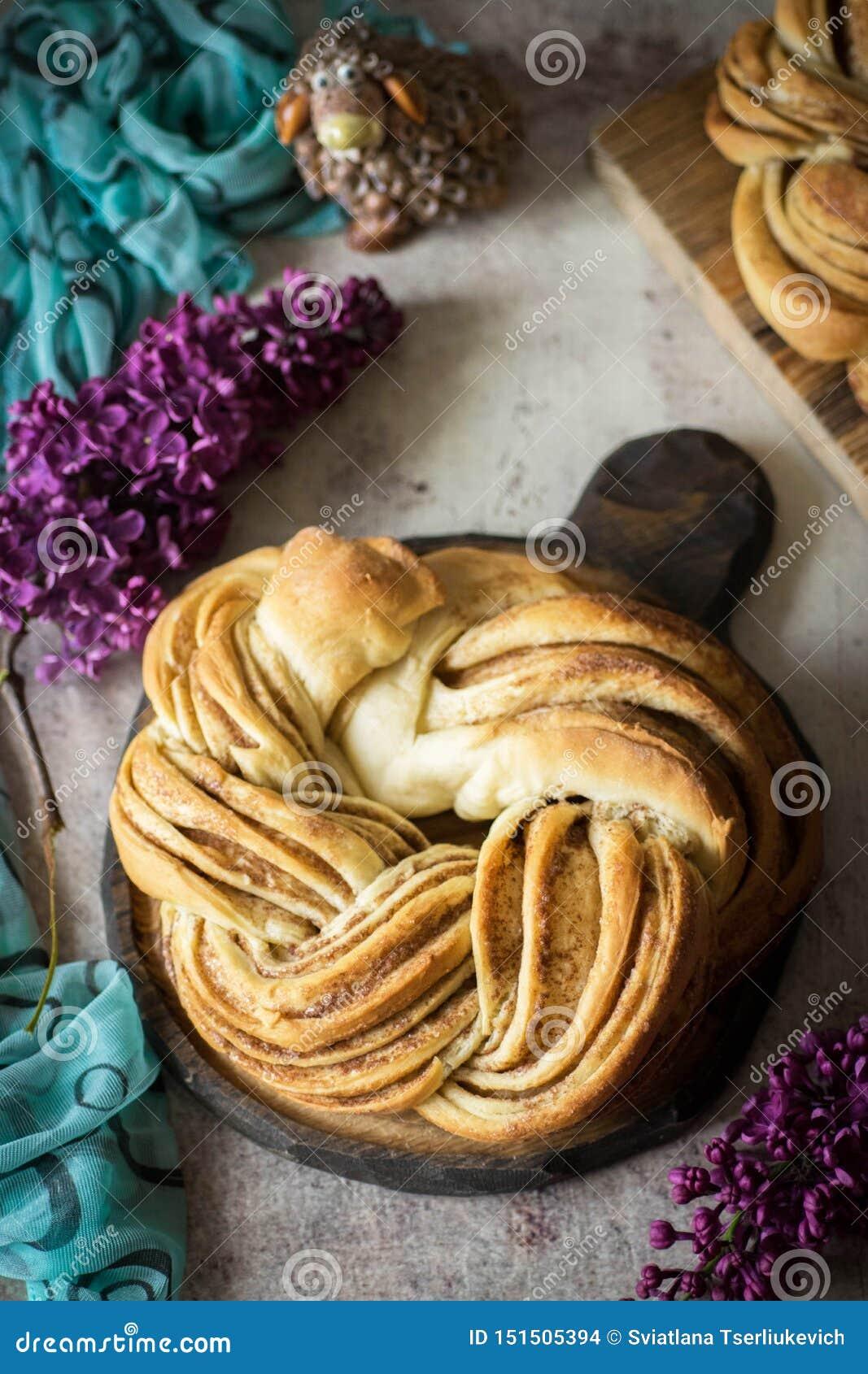 Heerlijke pretzel met kaneel voor dessert