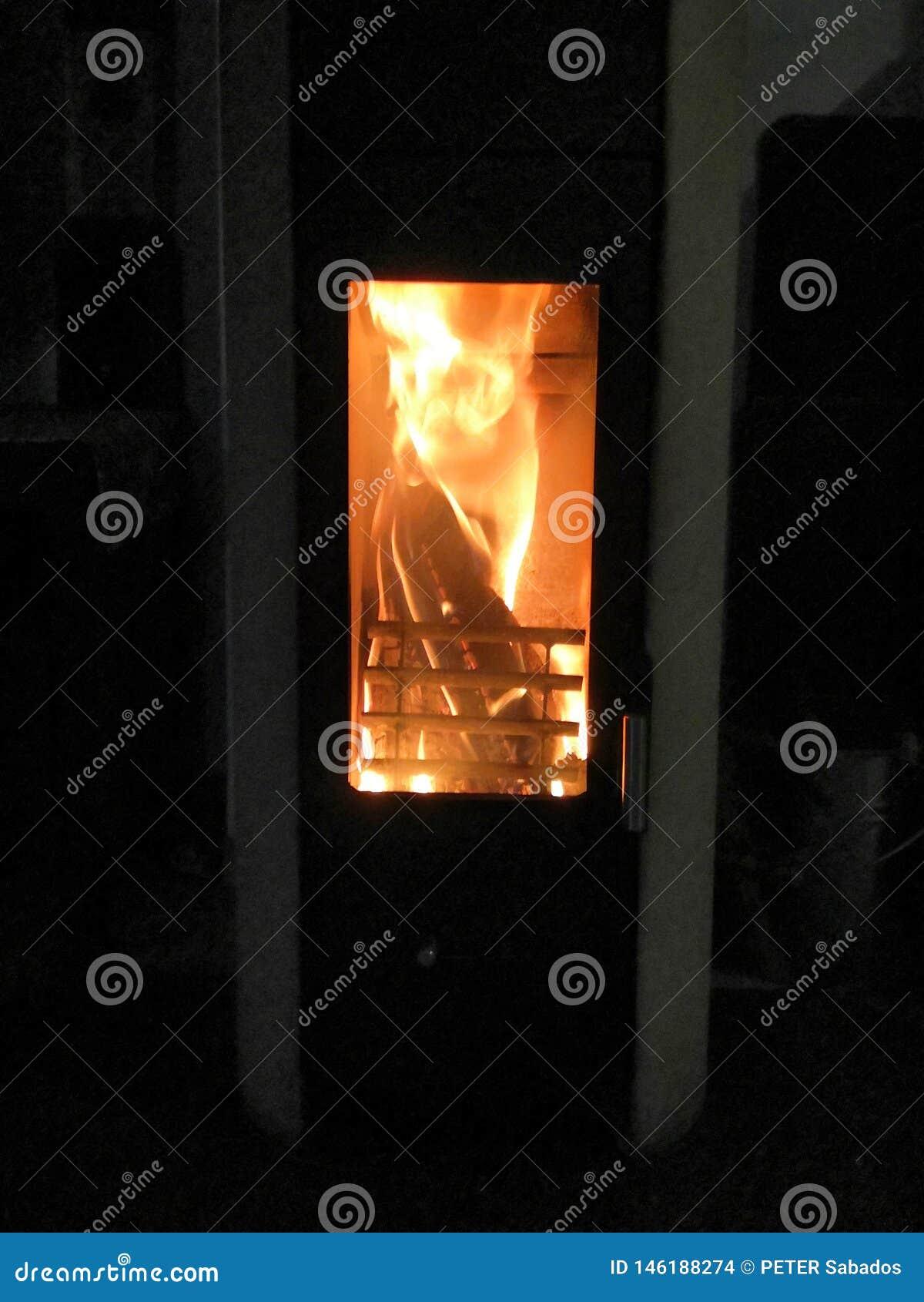 Heet de woonkamerhout van de huisbrand