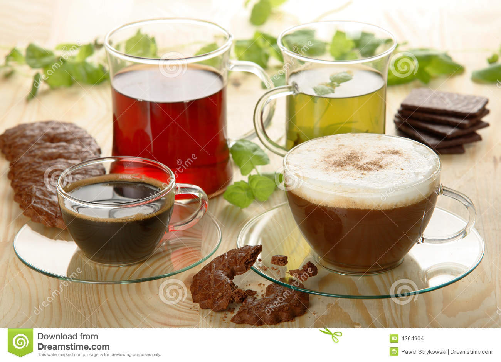 Heiße Getränke Mit Plätzchen Stockfoto - Bild von schwarzes, nährend ...
