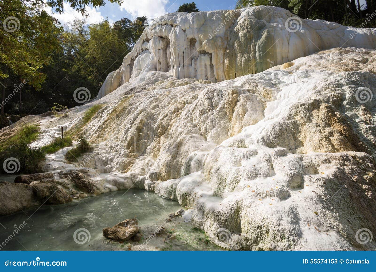 heiße quellen fosso bianco in bagni san filippo stockbild - bild von