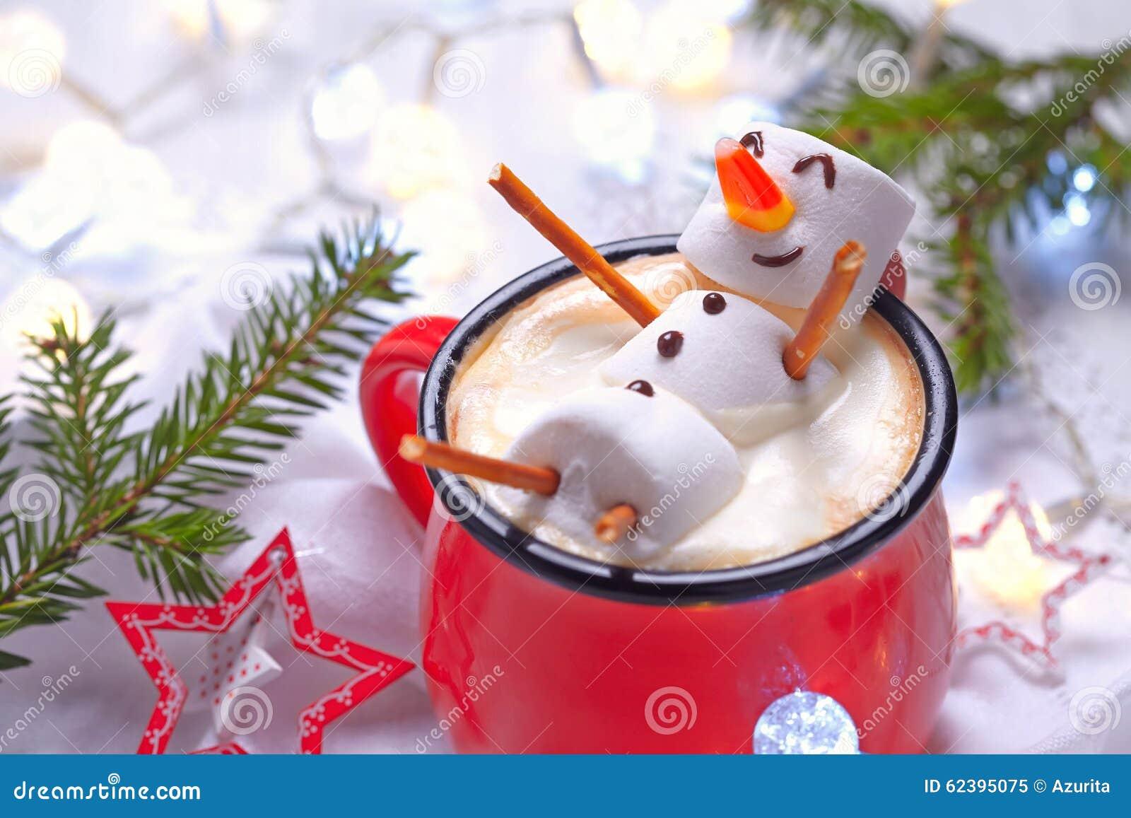 Heiße Schokolade mit geschmolzenem Schneemann