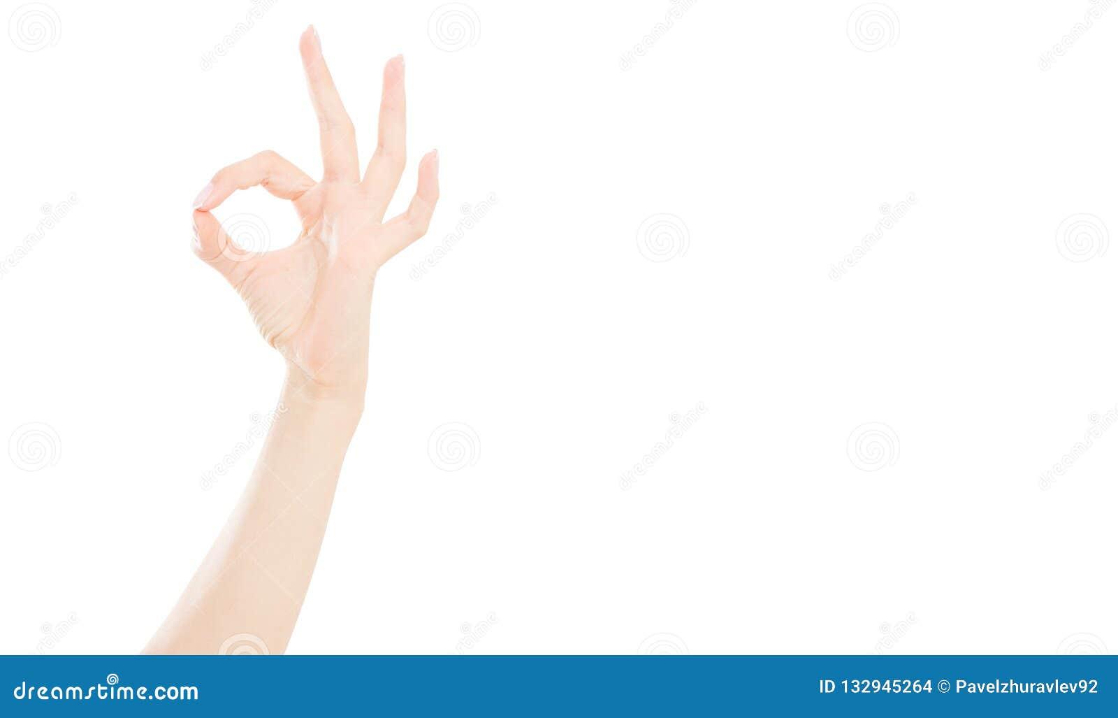 Heißen Sie das Zeichen gut, das auf weißem Hintergrund, weibliche Hand lokalisiert wird