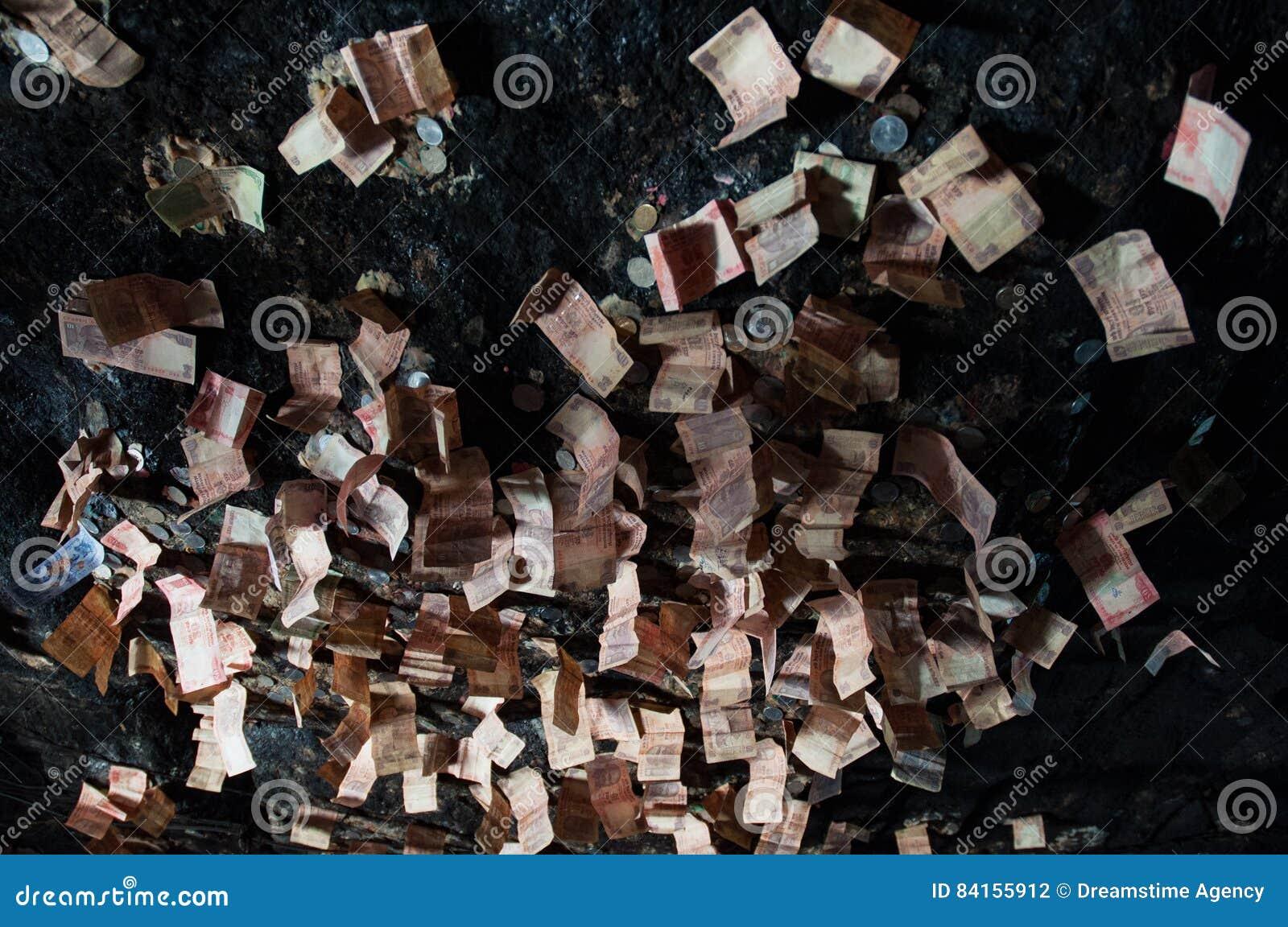 Heilig die holplafond door bankbiljetten wordt behandeld