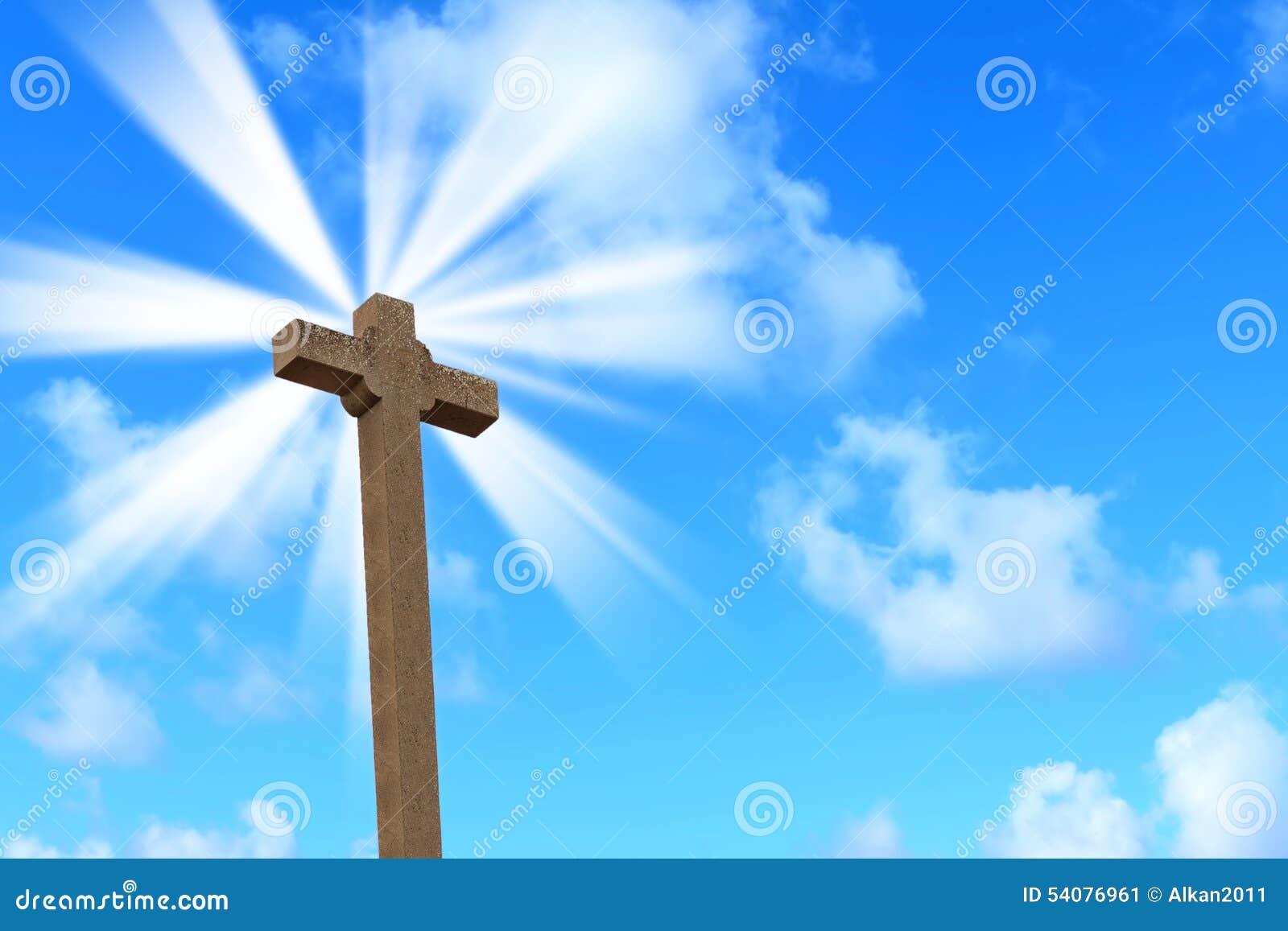 Heilig kruis onder een heldere zon