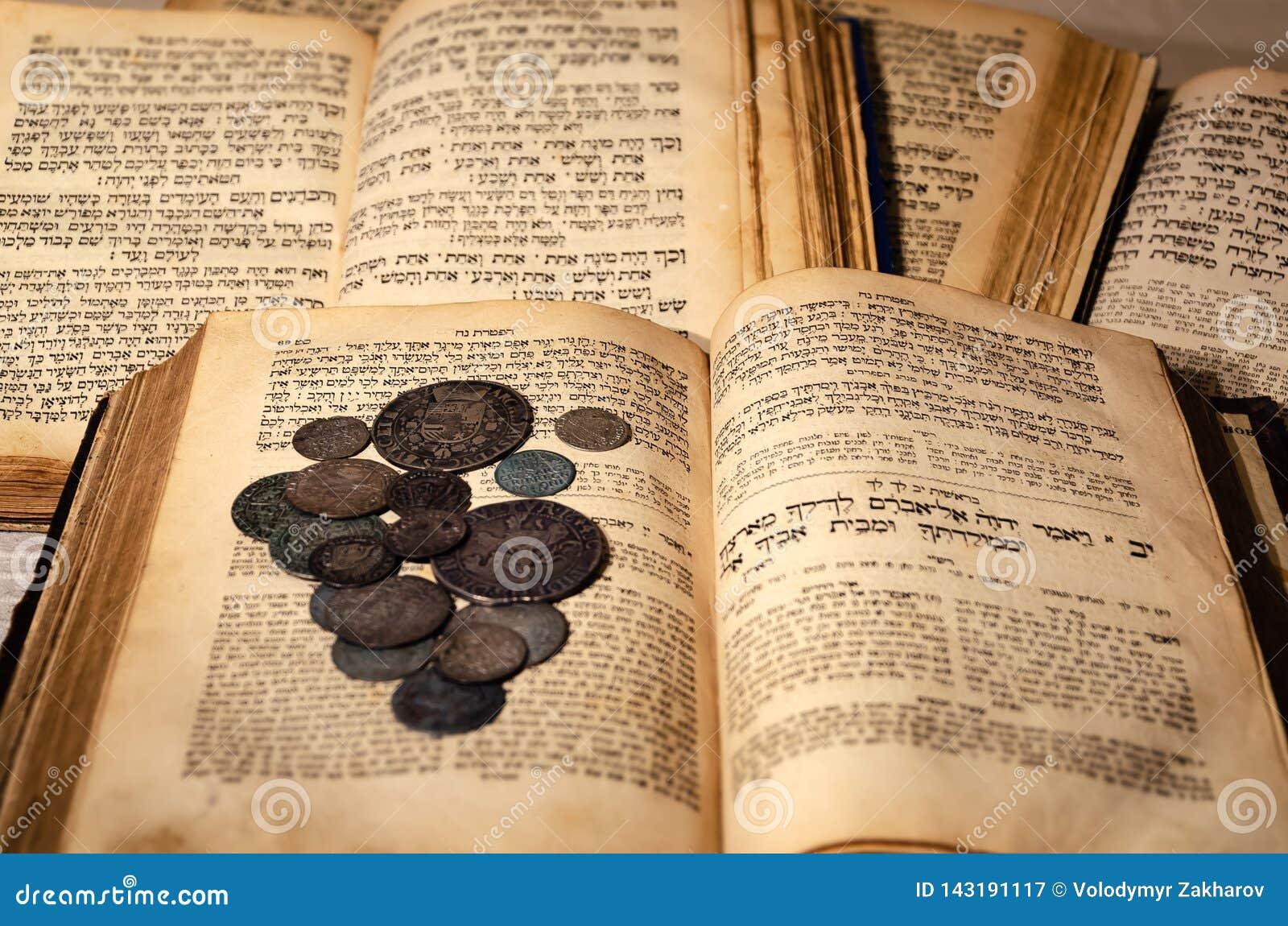 Heilige alte jüdische Bücher