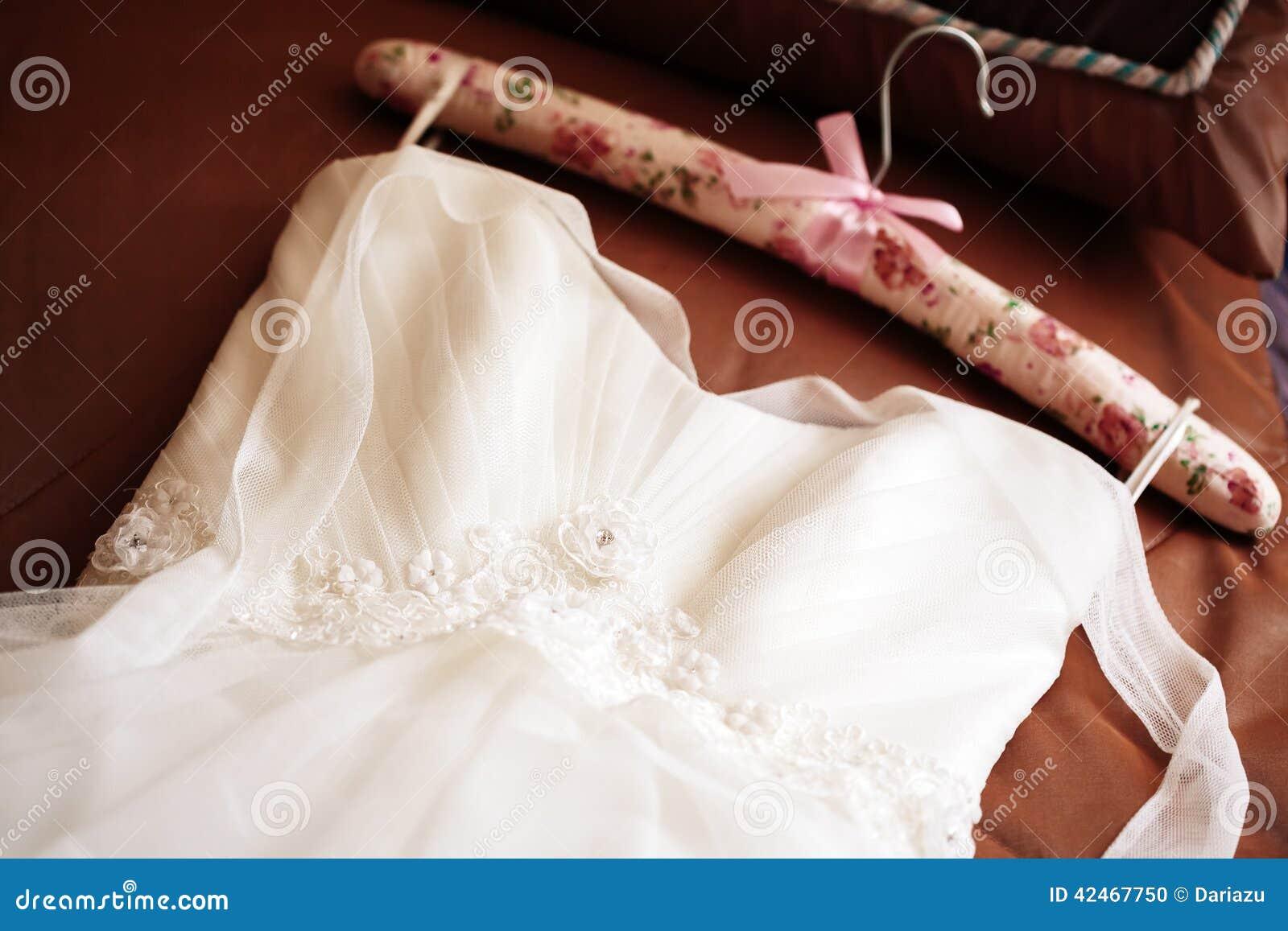 Heiratendes weißes Kleid