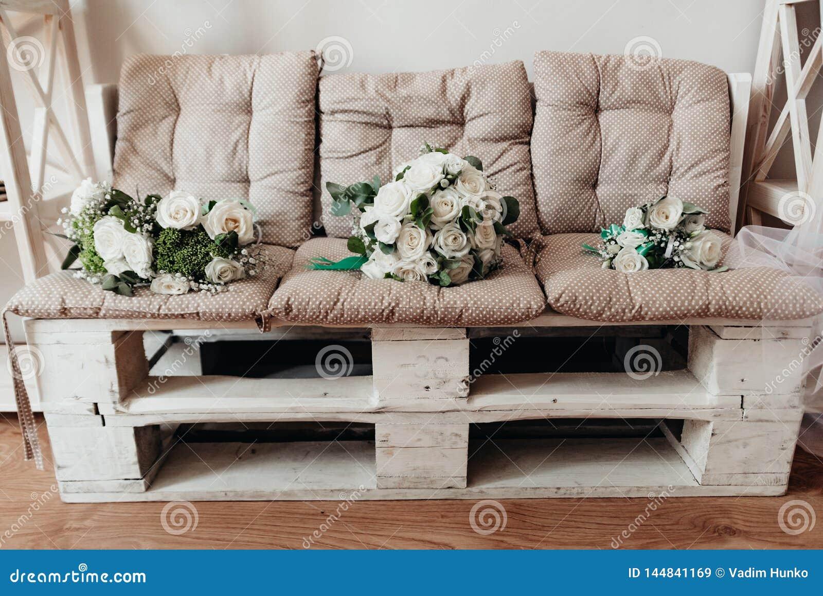 Heiratsblumen- und h?lzernehandgemachte Dekorationen