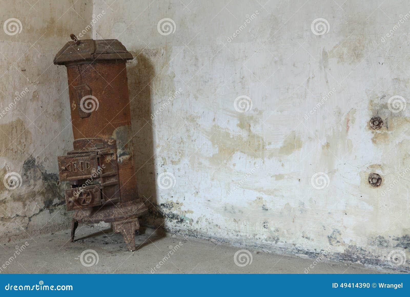 Download Heizungskessel Im Ehemaligen Gestapo-Gefängnis In Terezin Stockfoto - Bild von konzentration, nebelfleck: 49414390