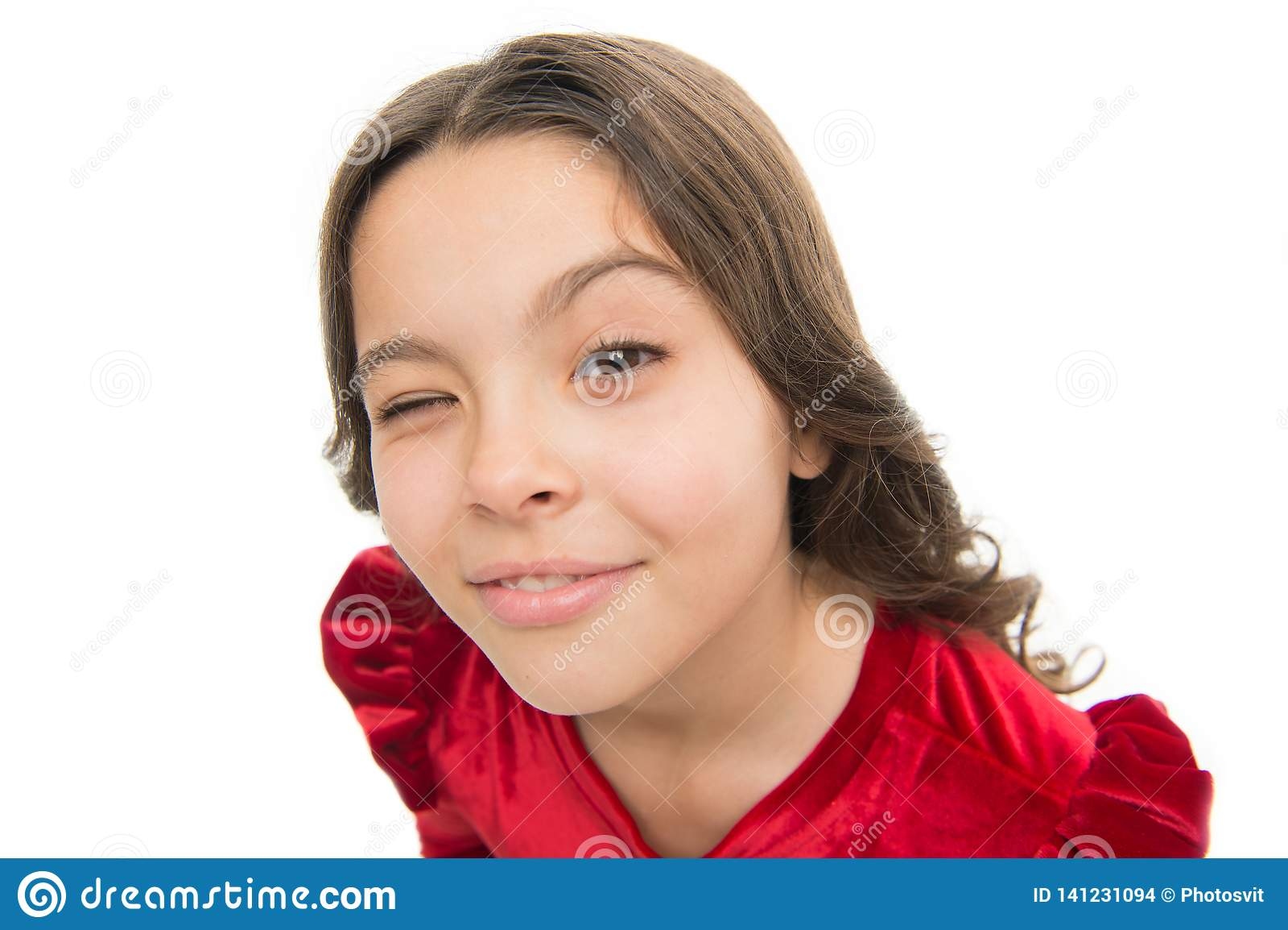 Hej ty Dzieciak dziewczyny długi zdrowy błyszczący włosy na białym tle odizolowywającym Żartuje szczęśliwą śliczną twarz z uroczy