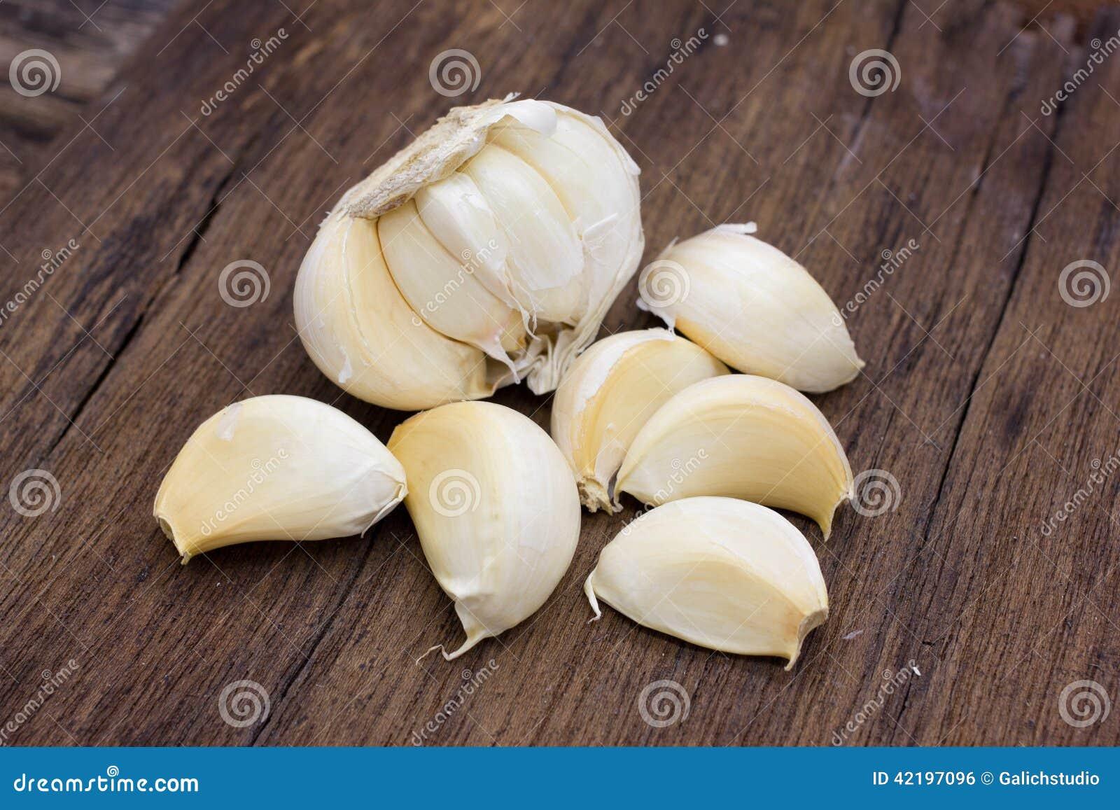 Hel organisk vitlök och kryddnejlikor