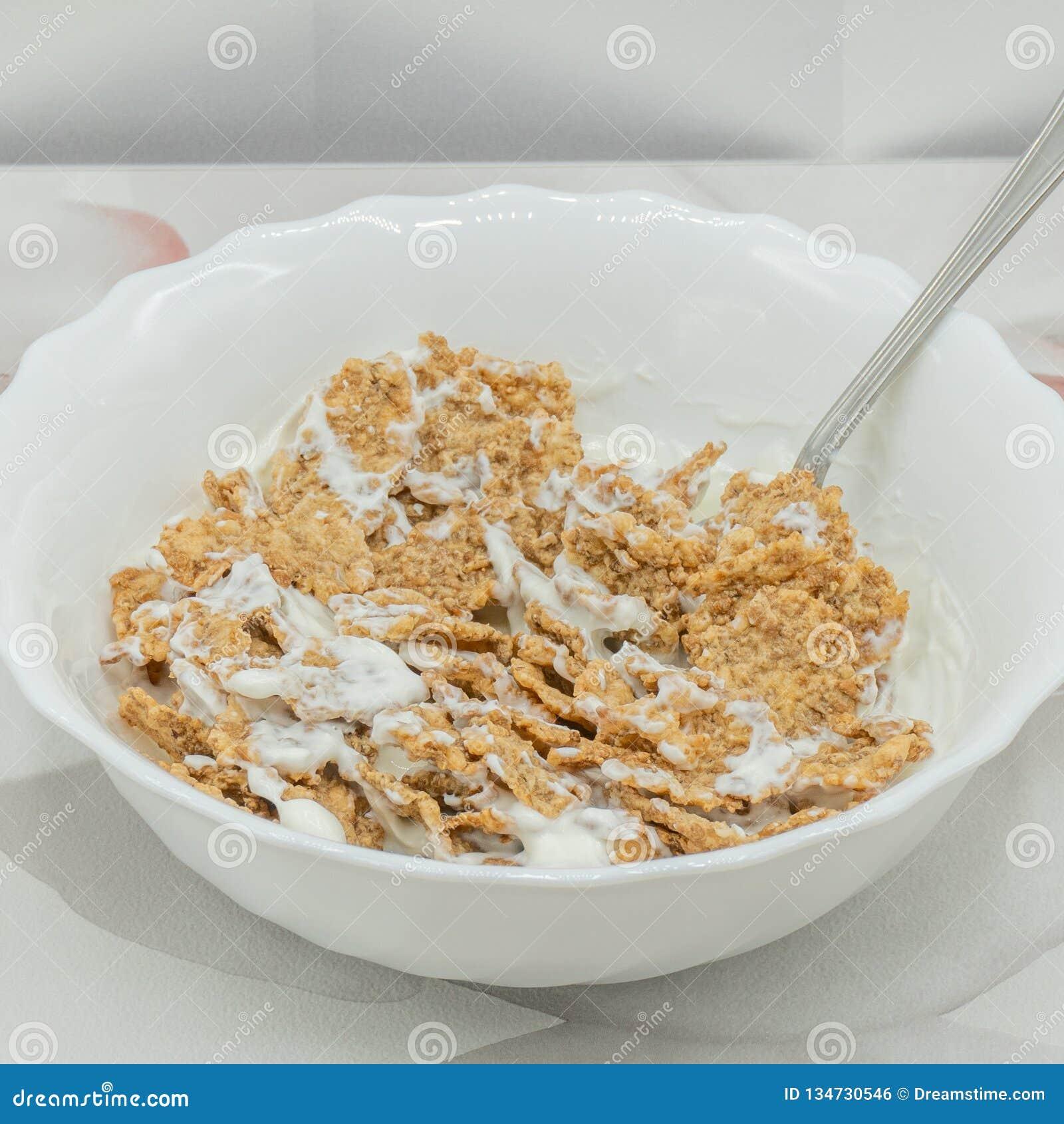 Hela korn med yoghurt