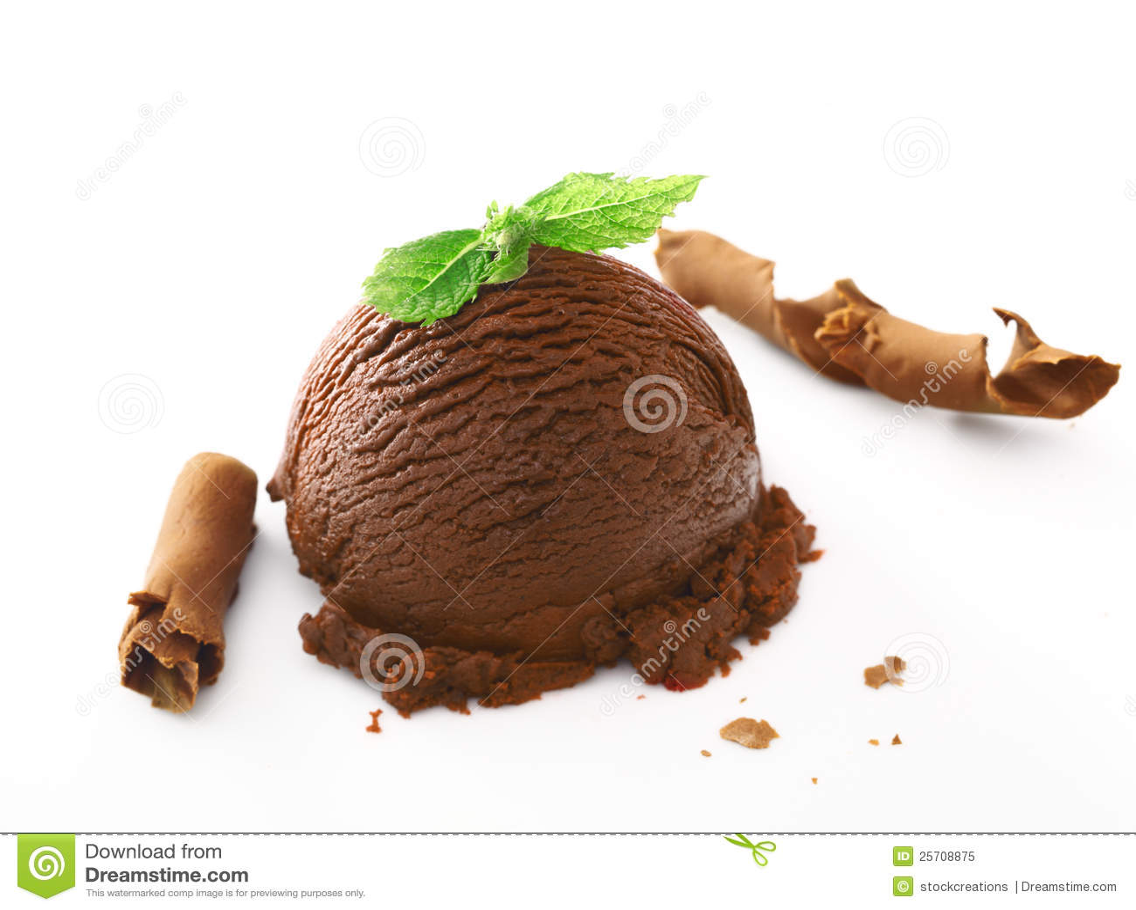 Helado cremoso rico del chocolate