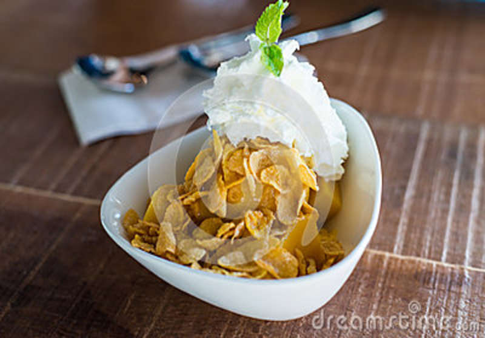 Helado del mango con el cereal