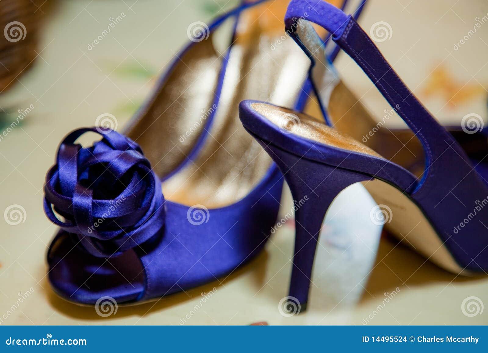 Heldere blauwe schoenen