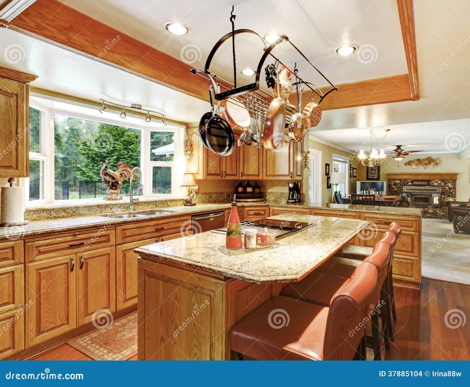 Heldere elegante keukenruimte