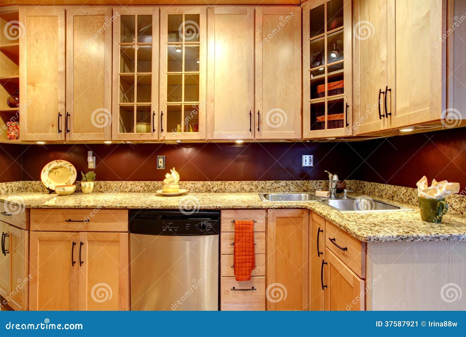 Heldere Keukenruimte Met Baksteen Ontworpen Muur Stock Afbeelding ...