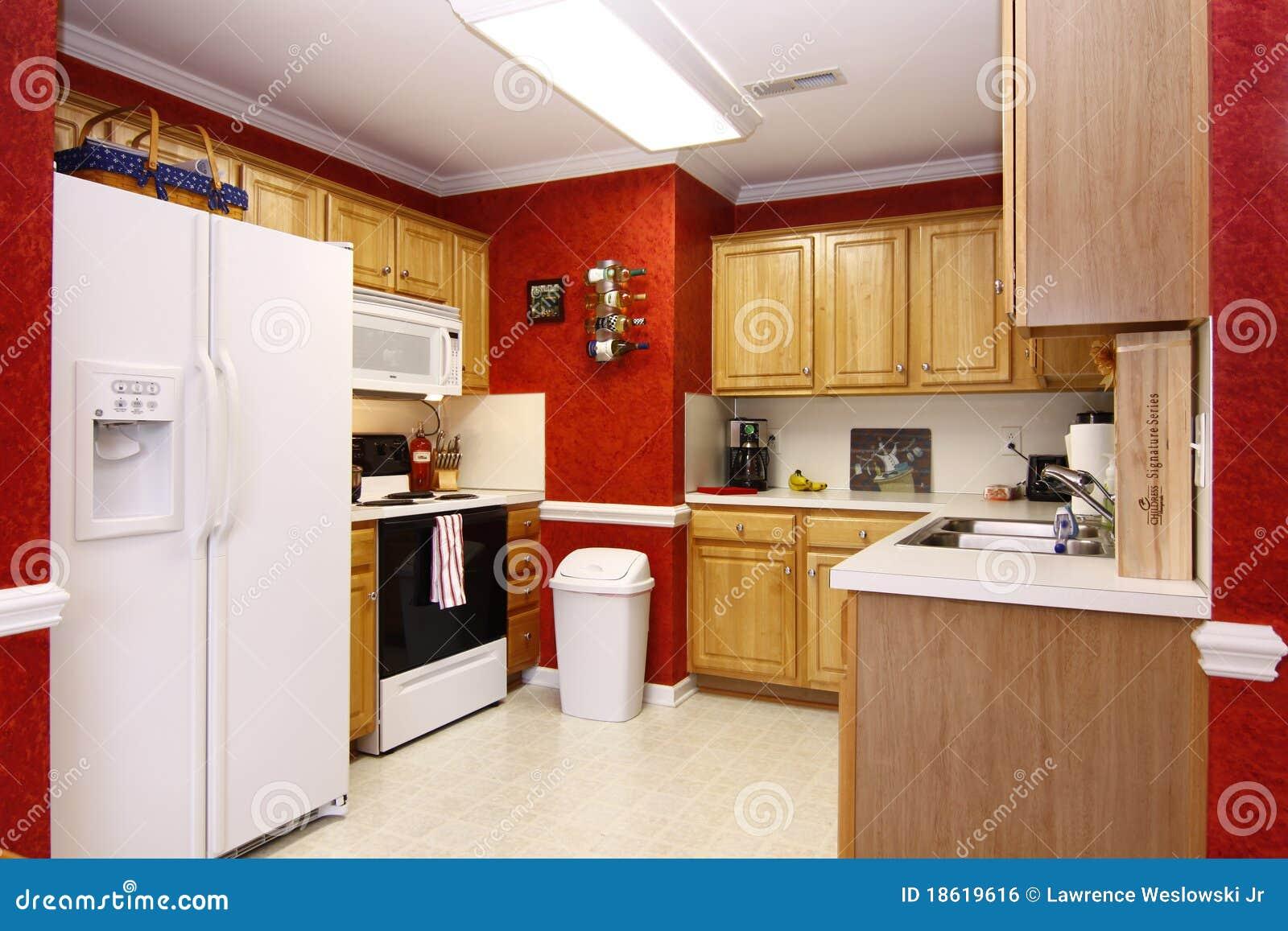 Heldere vrolijke keuken redactionele foto beeld 18619616 - Beeld van eigentijdse keuken ...