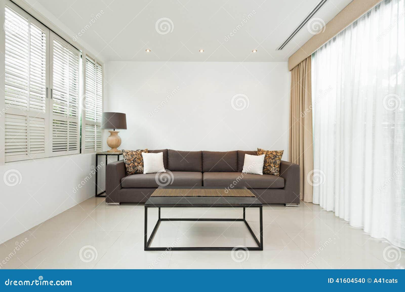 De grijze woonkamer van de bank stock fotografie   afbeelding ...