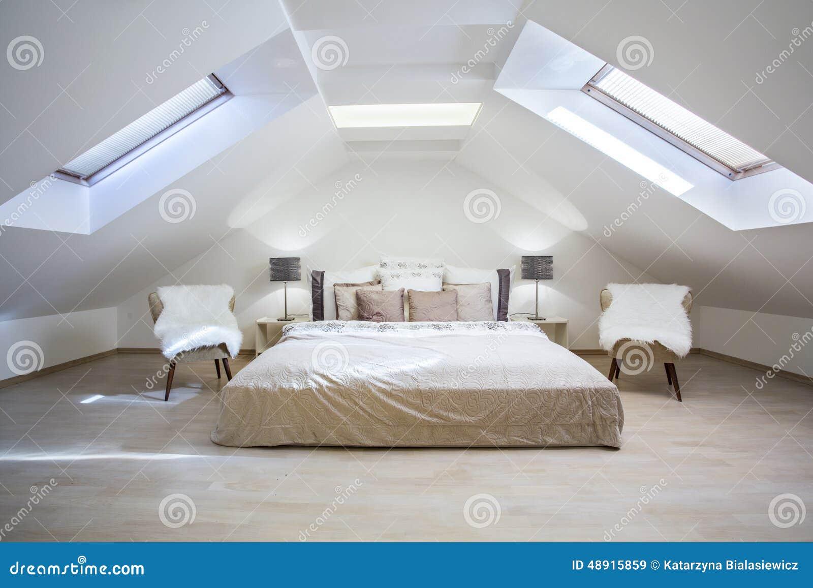 Zolder slaapkamer royalty vrije stock foto   afbeelding: 4187585
