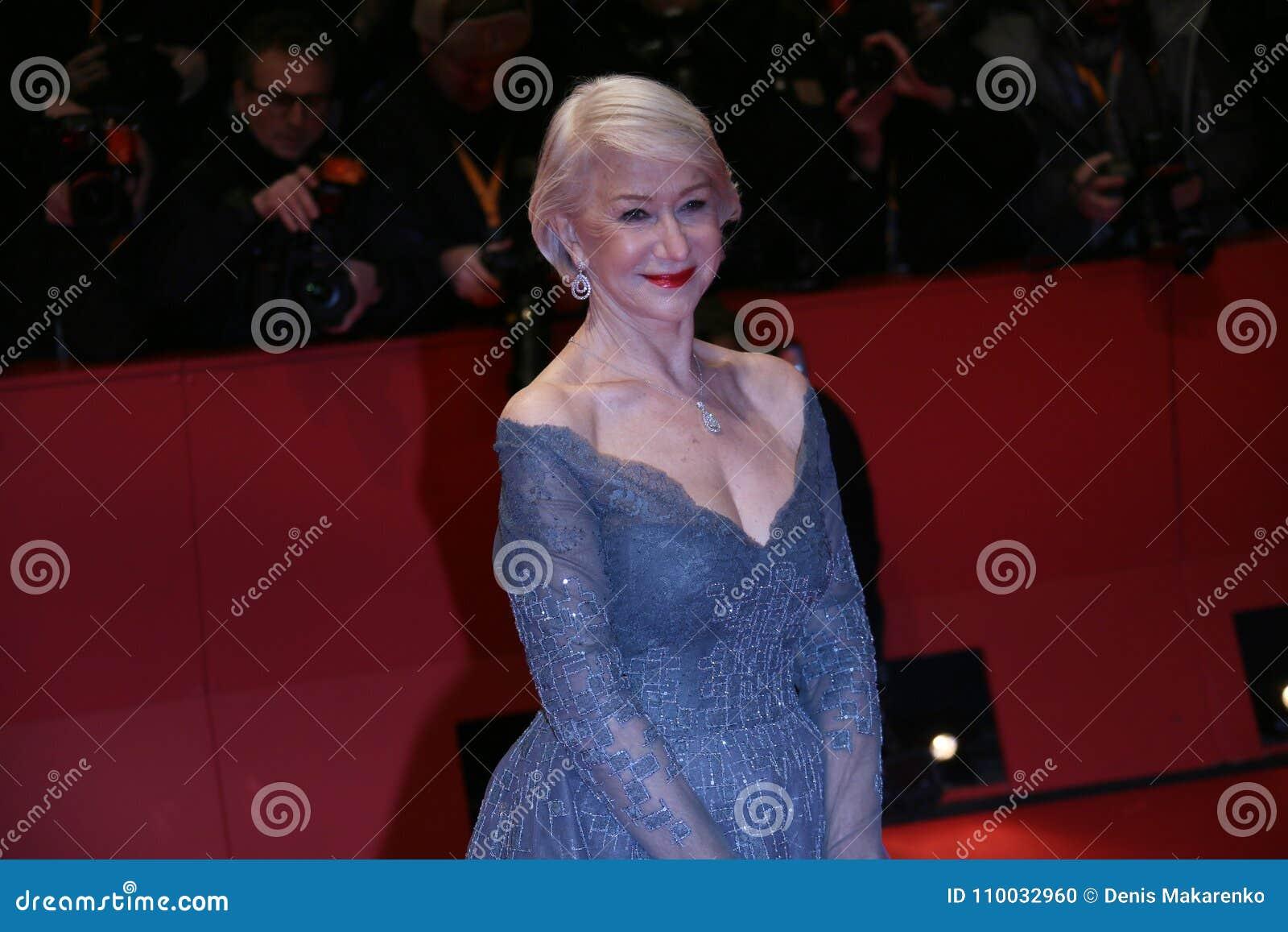 Helen Mirren woont de Openingsceremonie & `-Eiland van Honden ` bij