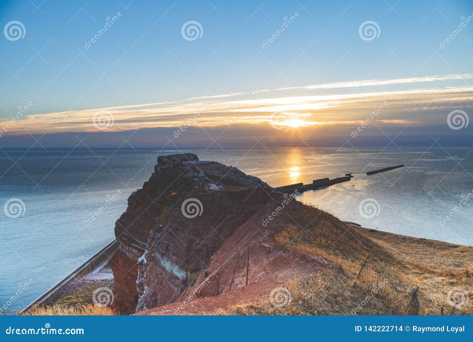 Helgoland小岛在前光的