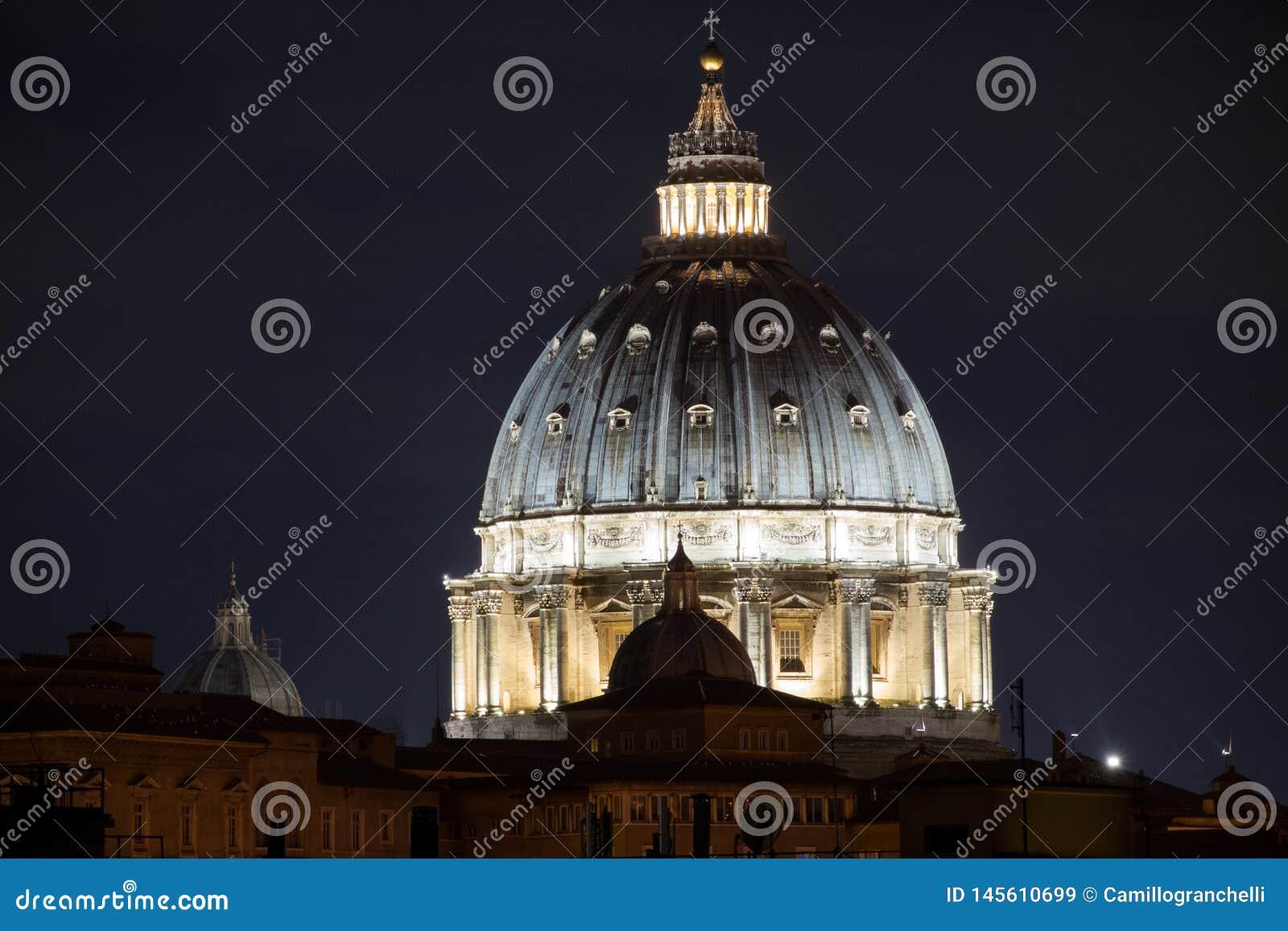 Helgon Peter Basilica, Rome, Italien på natten