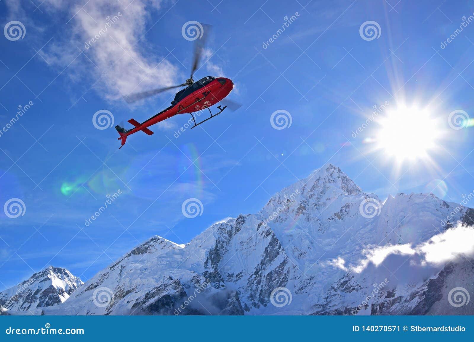 Helicóptero del interruptor de la evacuación de la emergencia para los casos extremos del tiempo en Gorekshep, campo bajo EBC, Ne