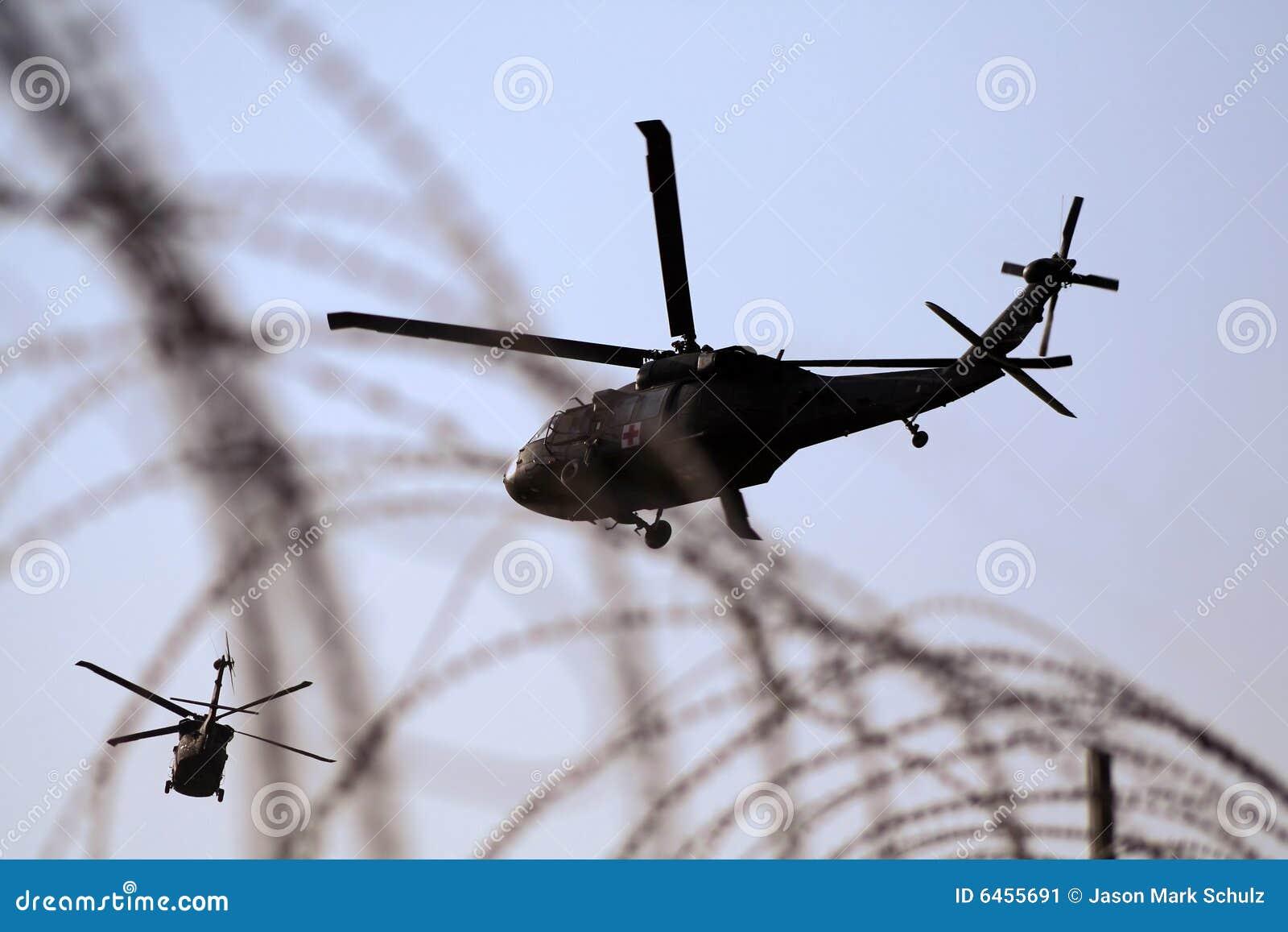 Helicóptero médico da evacuação em Iraque