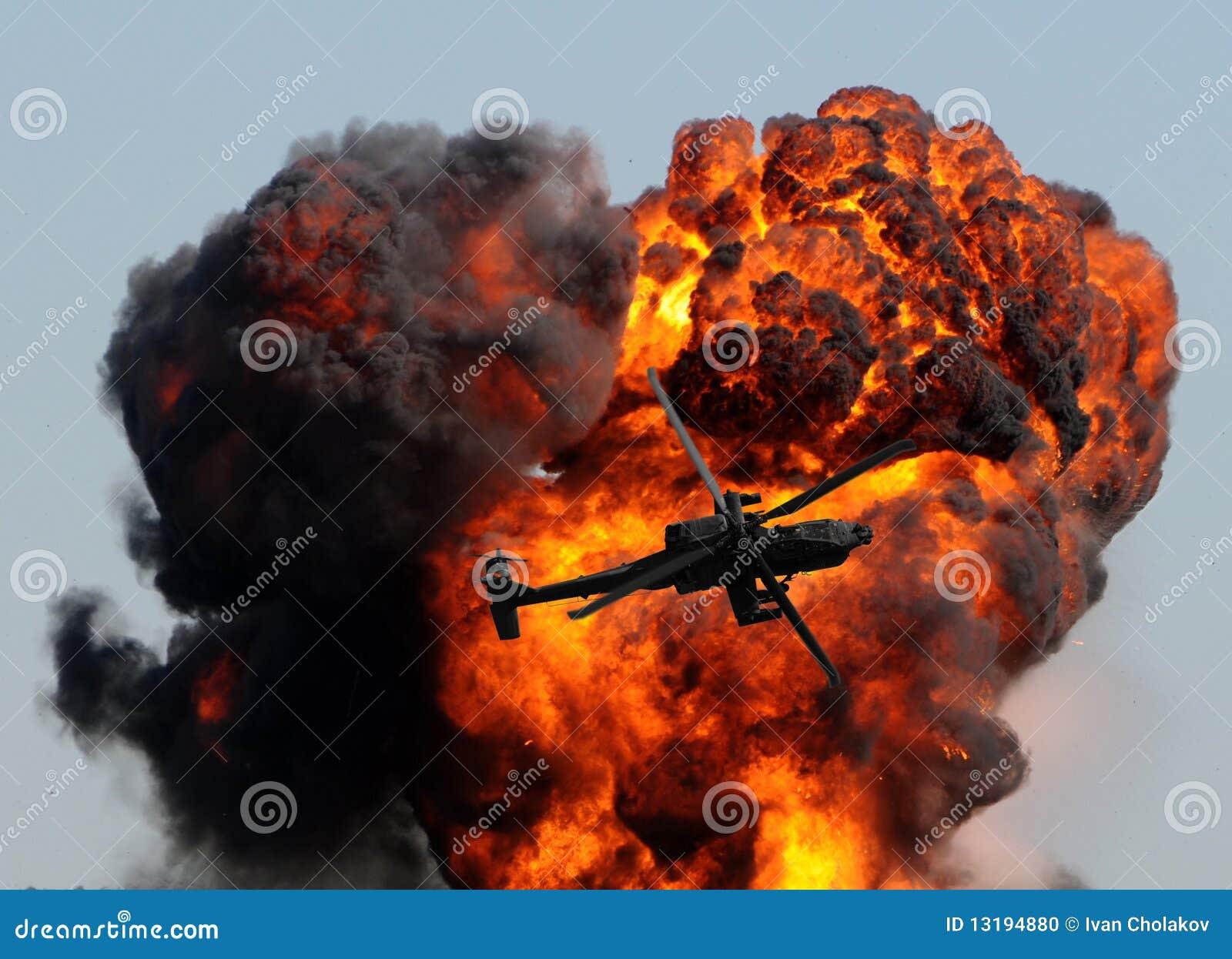 Helicóptero y explosión gigante