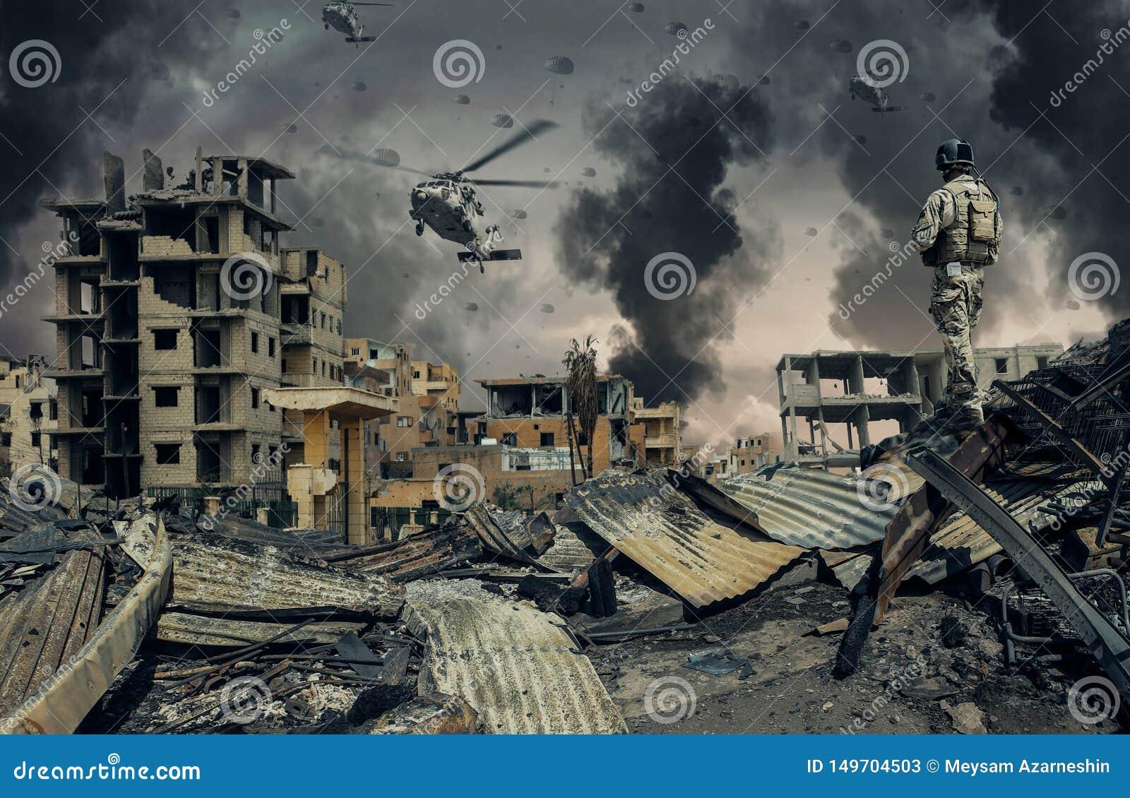 Helicóptero y fuerzas militares en ciudad destruida