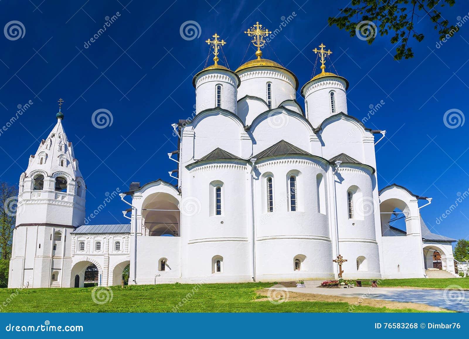 Helig Pokrovsky kloster i Suzdal, guld- cirkel av Ryssland