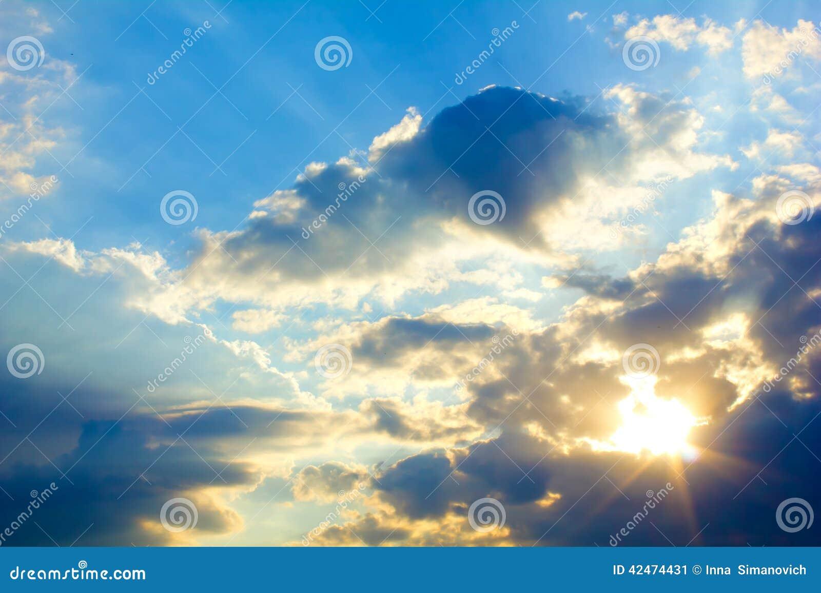 Helle Sonne und Wolken