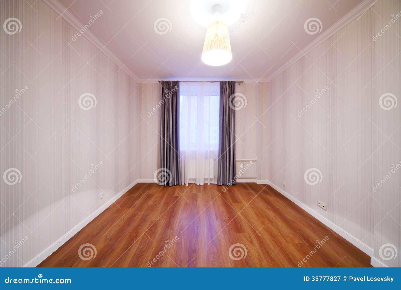 Heller Raum Mit Glanz Und Fenster Mit Vorhängen Stockbild Bild Von