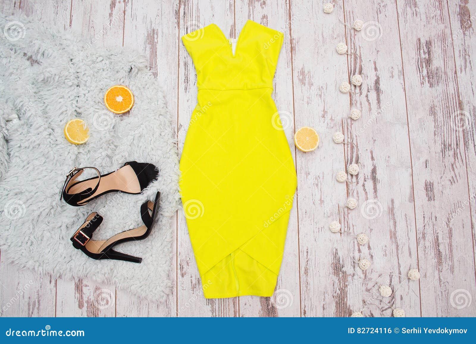 Gelbes kleid schwarze schuhe – Mode Kleider von 2018