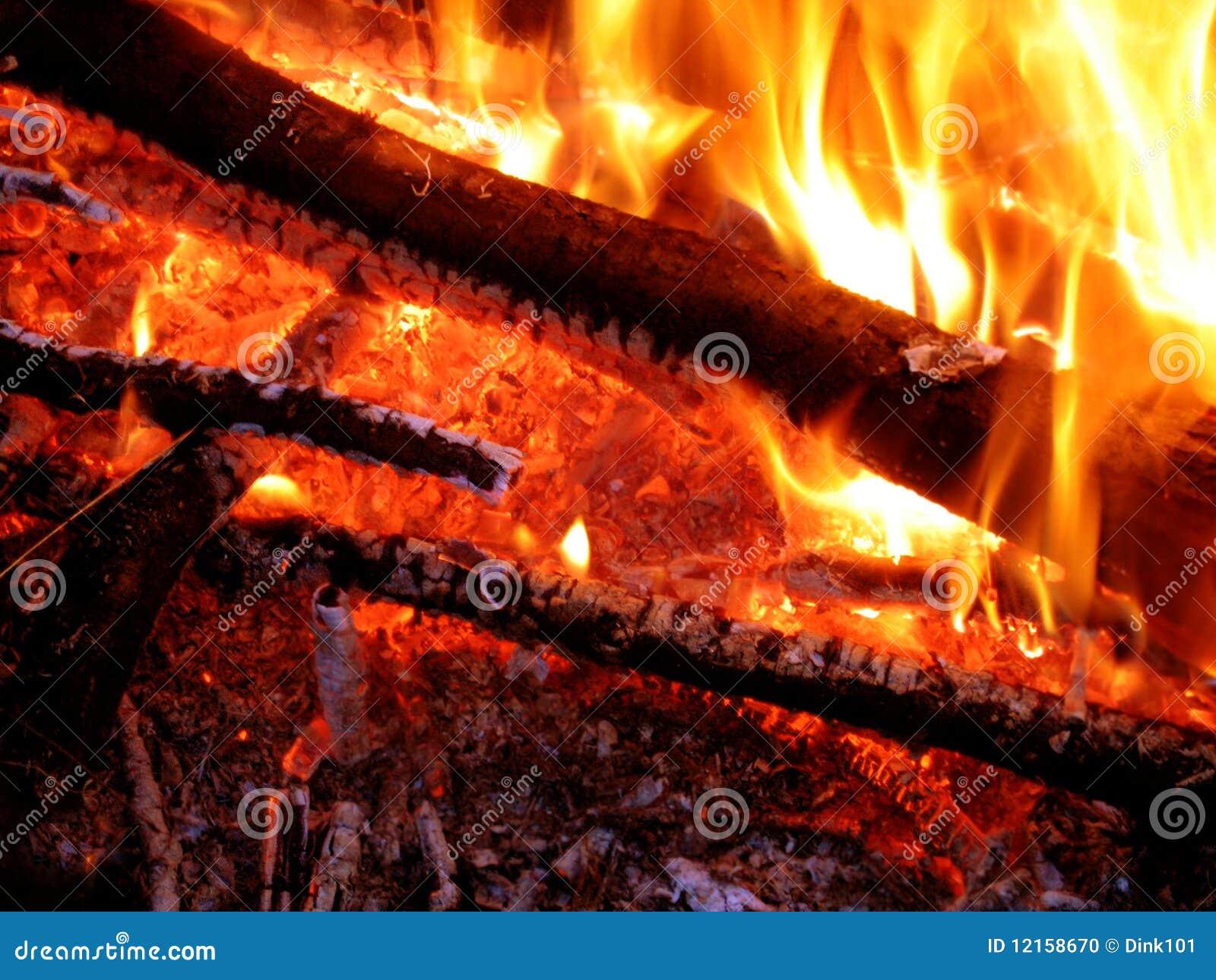 Helles und heißes Feuer