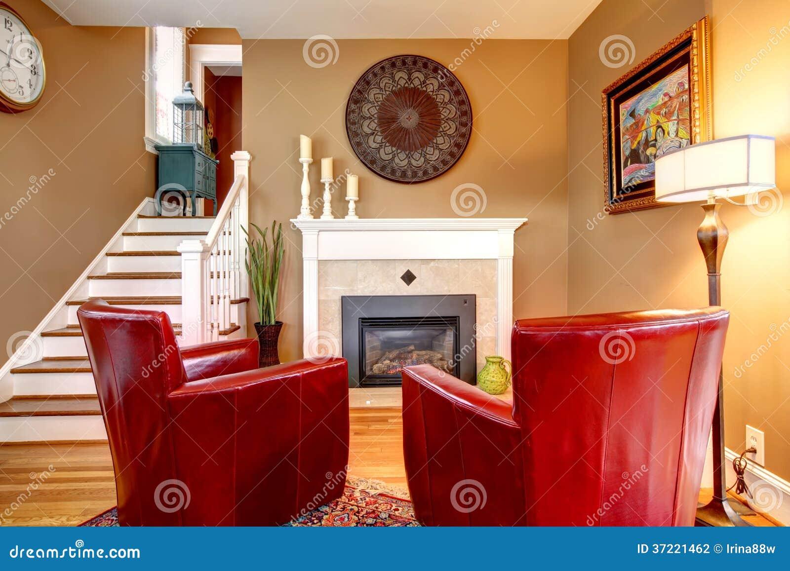 helles wohnzimmer mit elektrischem kamin und elegantem rotem stuhl stockfoto bild von haupt. Black Bedroom Furniture Sets. Home Design Ideas