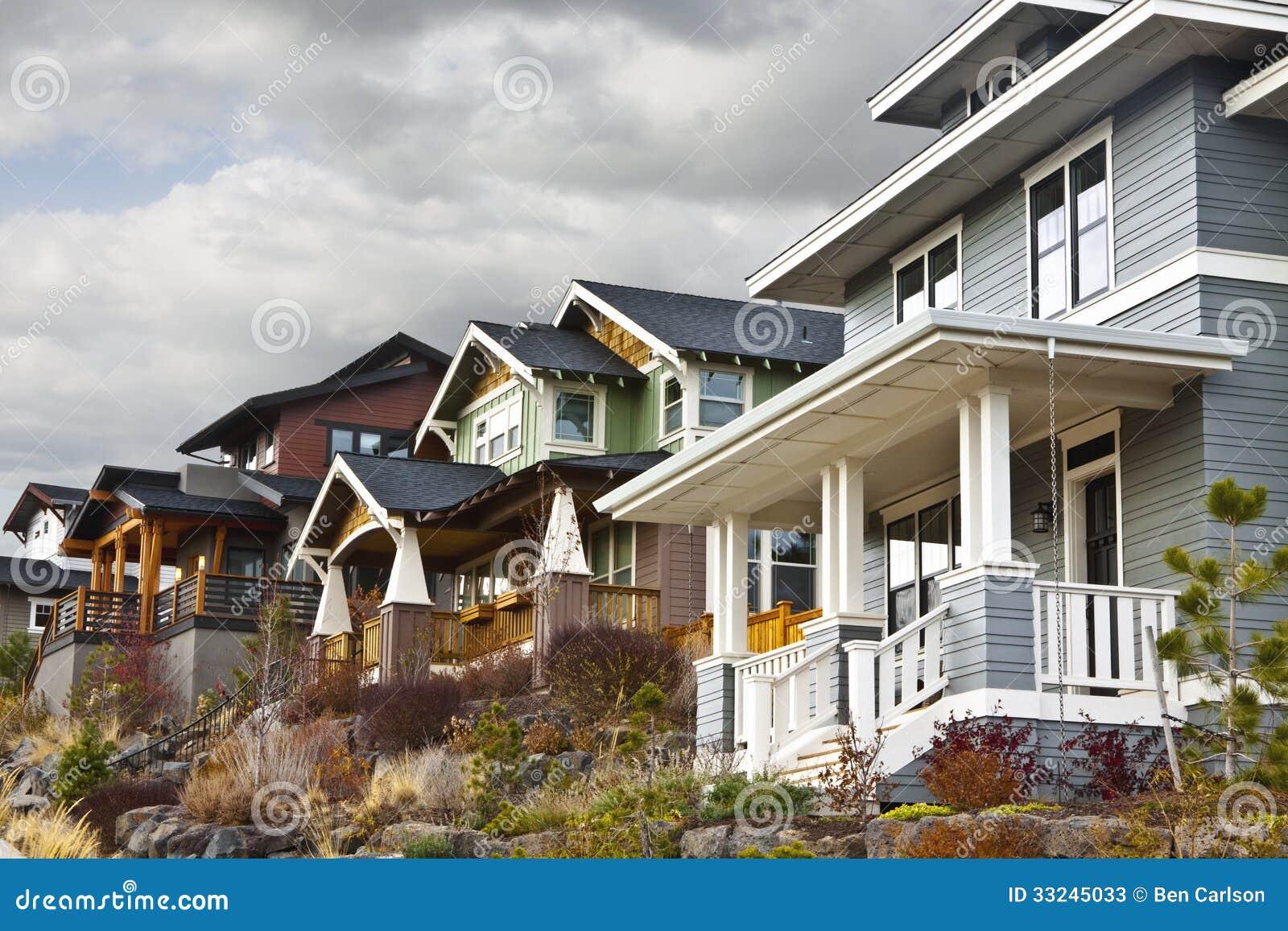 Hellings eigentijdse retro huizen stock afbeelding afbeelding