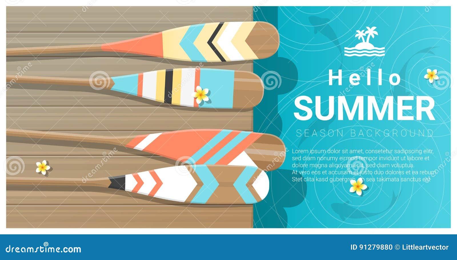Hello sommarbakgrund med den färgrika kanoten paddlar på träpir