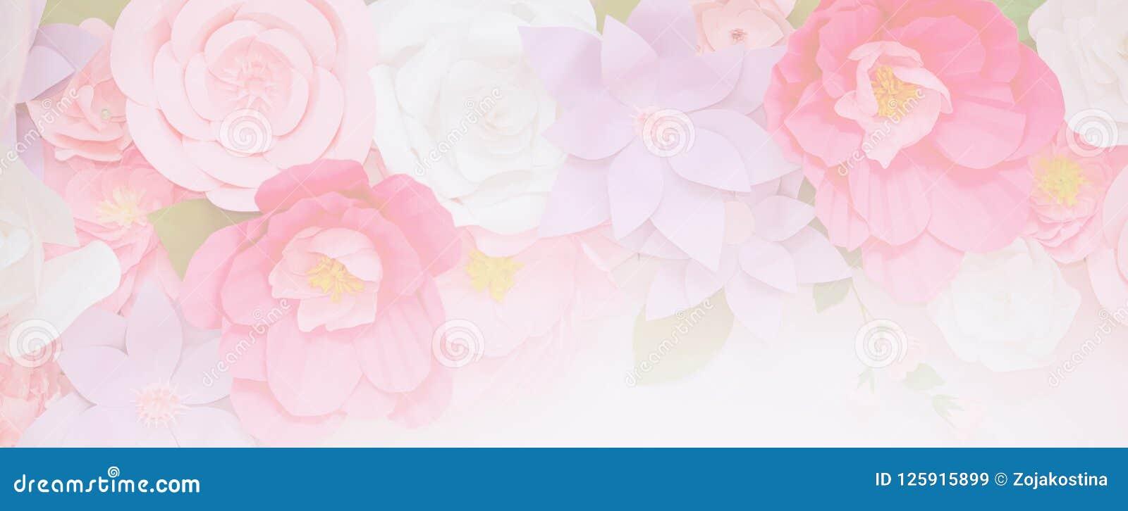Hellrosa Blumen in der weichen Farbe