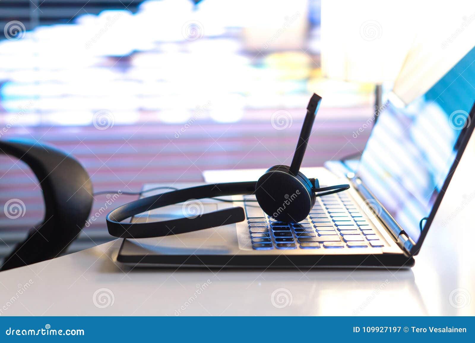 Helpdesk, de 24/7 klantendienst, steunhotline of call centre