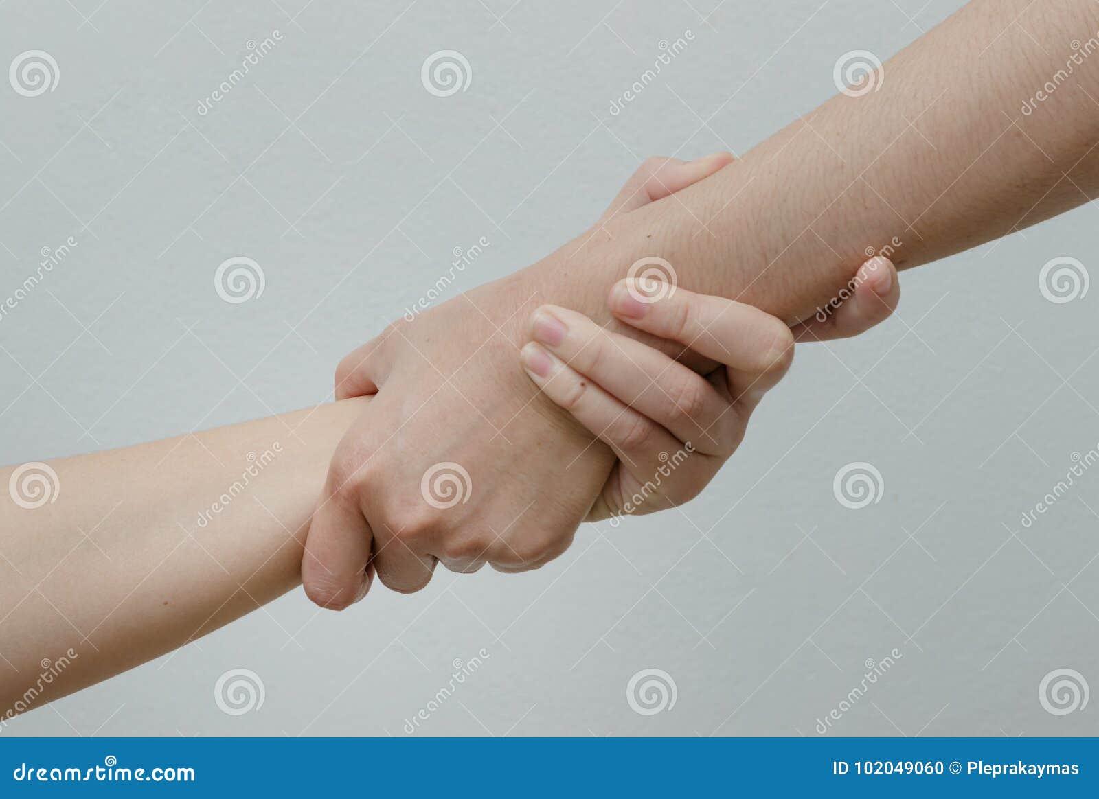 Helpend Handen, hand in hand verhouding