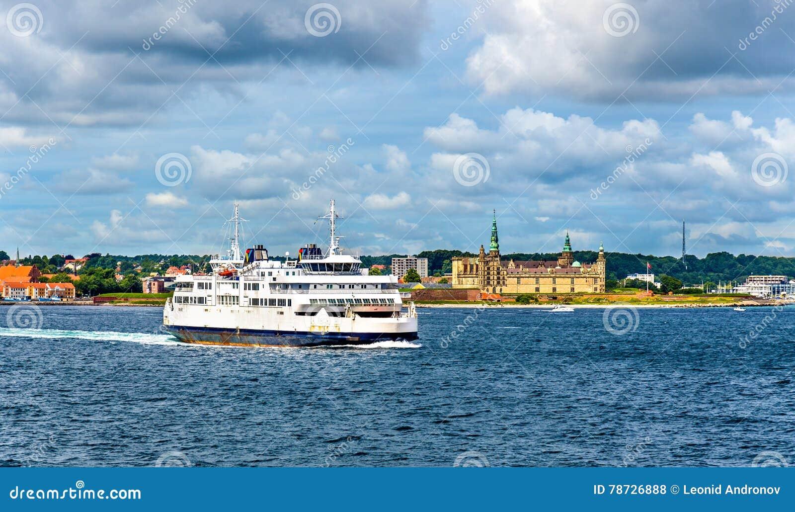 Helsingor - Helsingborg färja och slotten av Kronborg - Danmark