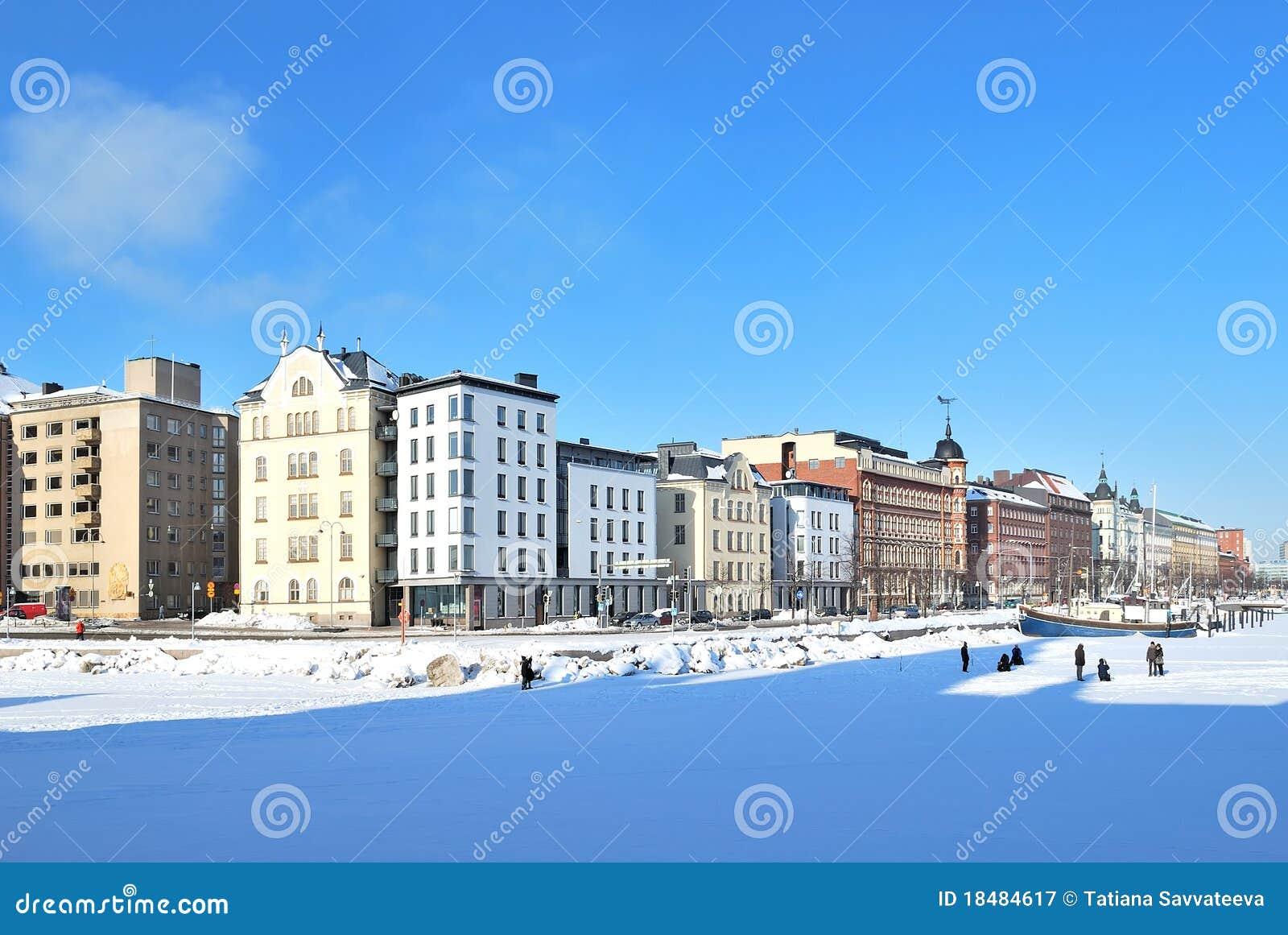 Helsinki. Quay del norte en invierno